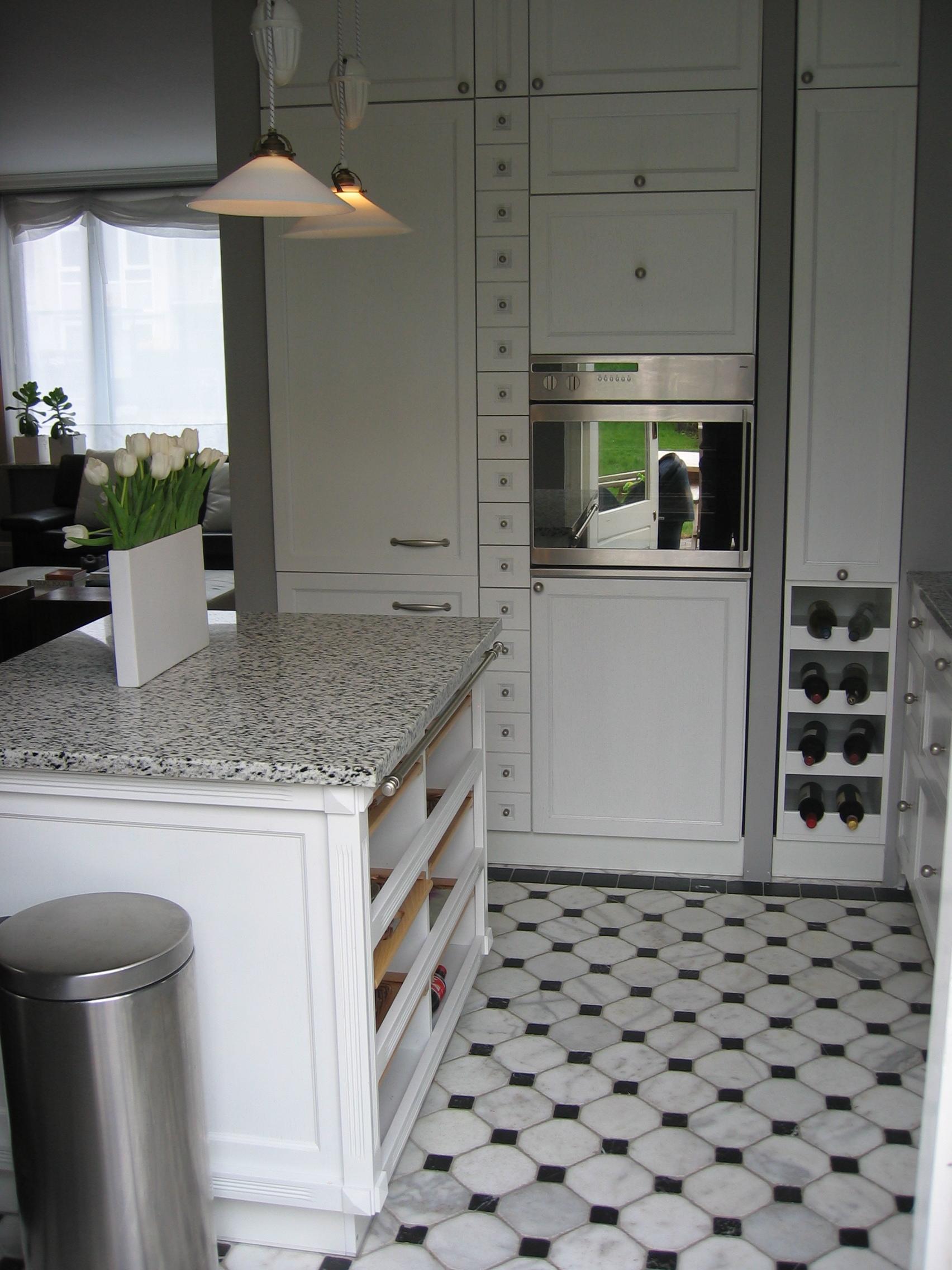Mała, klasyczna i funkcjonalna kuchnia