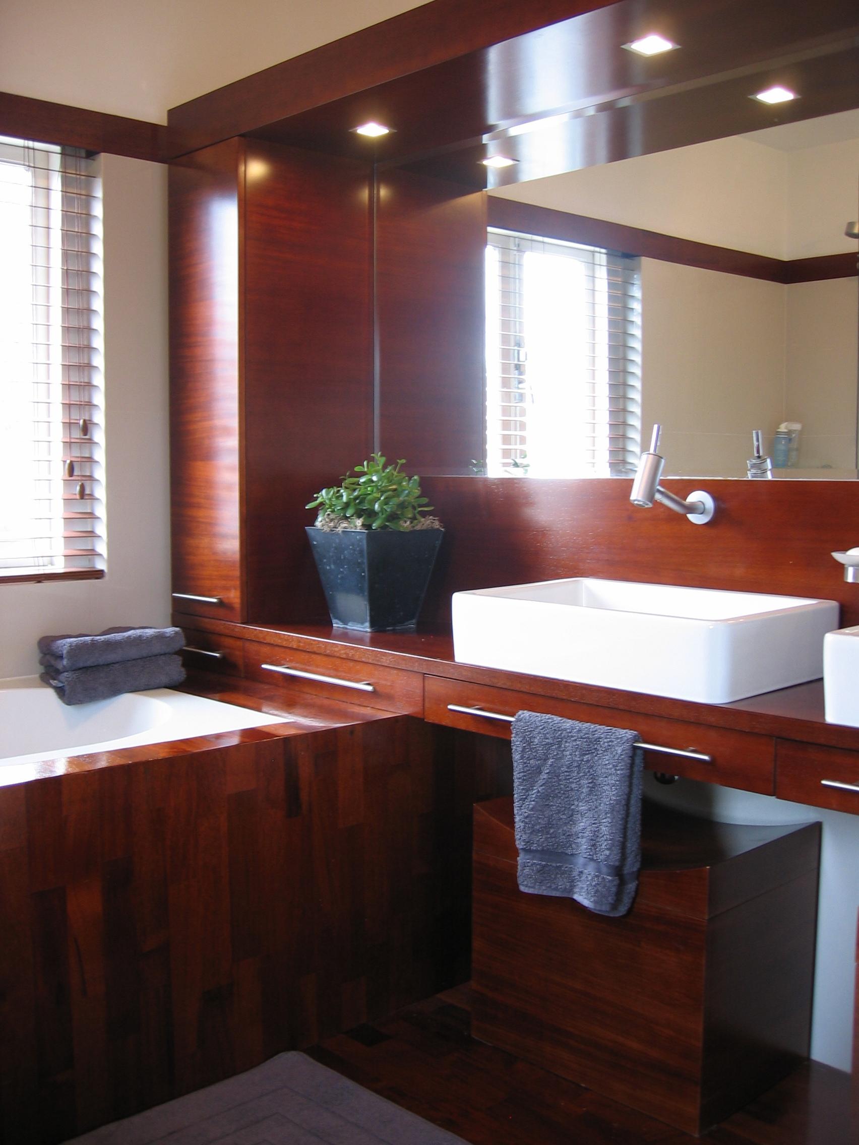 Pojemne meble łazienkowe