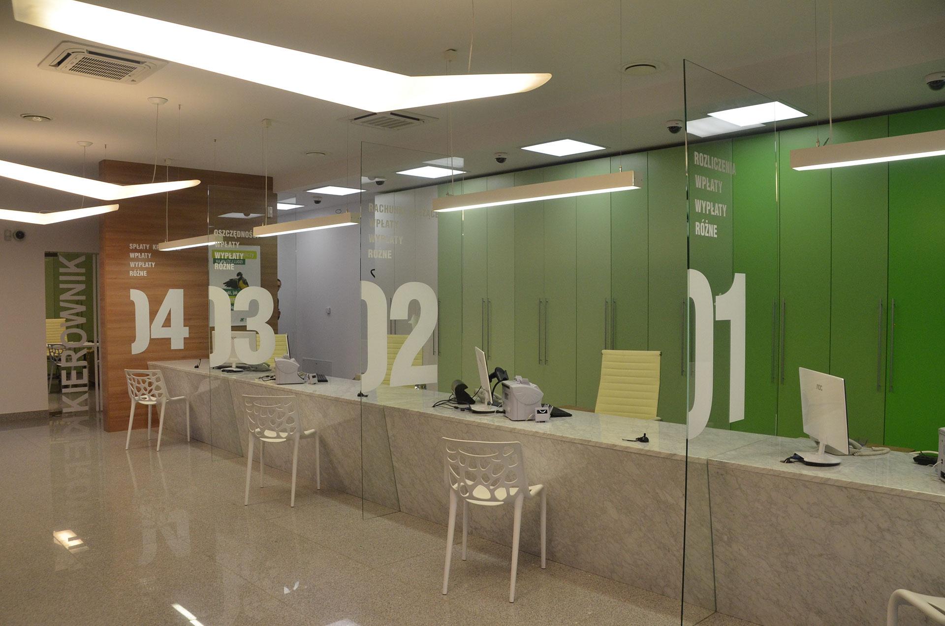 Otwarta przestrzeń w salo obsługi klienta banku