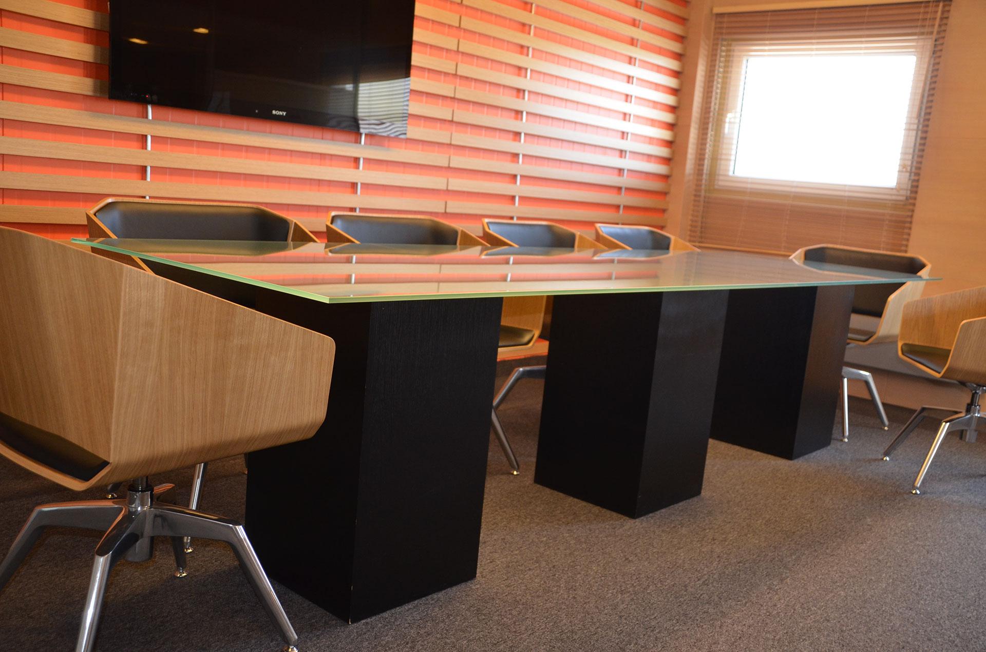 Stół sali konferencyjnej został wykonany wg naszego projektu