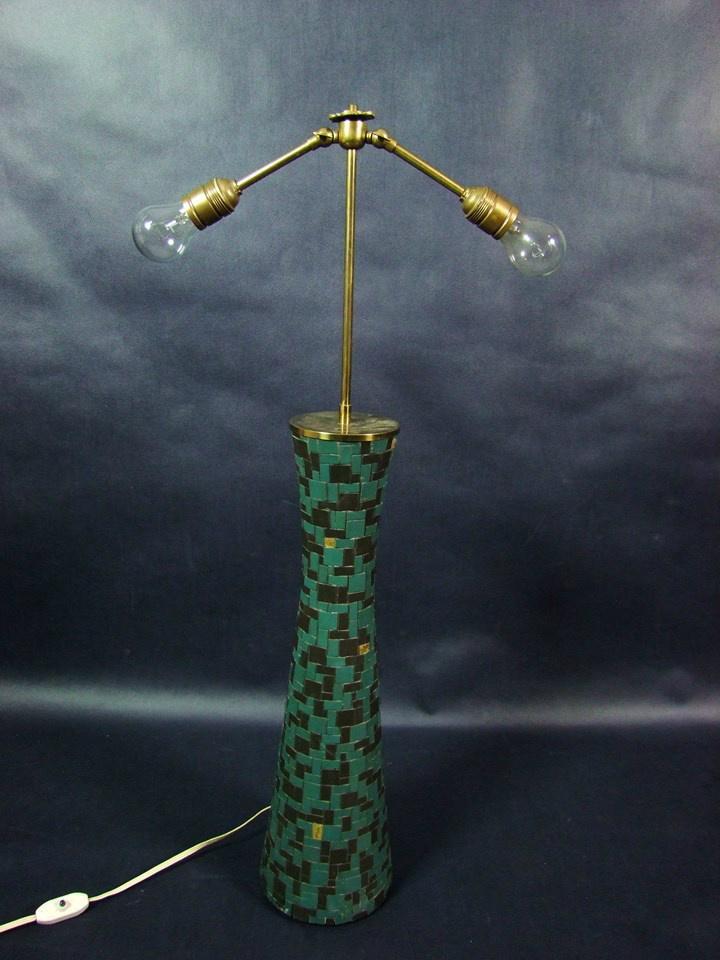 Lampa z zielonej mozaiki nie miała klosza, a po długich poszukiwaniach odpowiedni znalazł się w Castoramie i został pokryty szlagmetalem