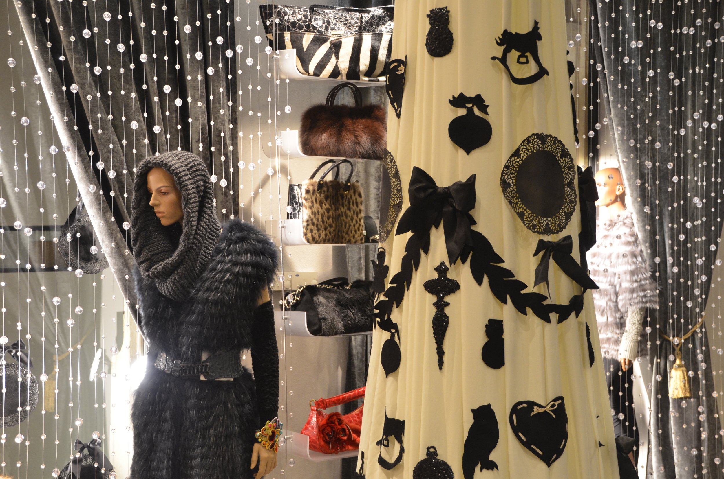 zaprojektowane_dekoracje_choinka_swieta_w_sklepie.JPG