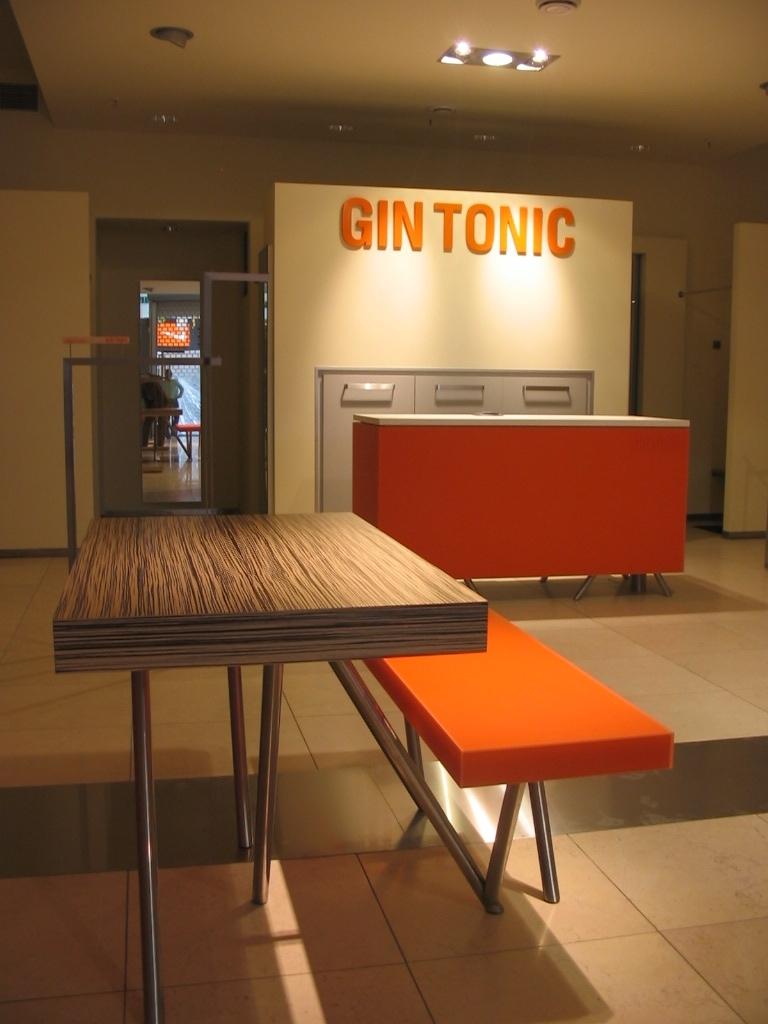 Projekt wyposazenia sklepu odziezowego Gin Tonic.jpg
