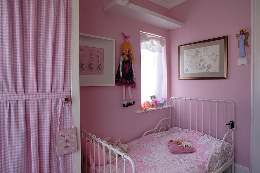 Rozowy pokoj dziecka dziewczynki.jpg