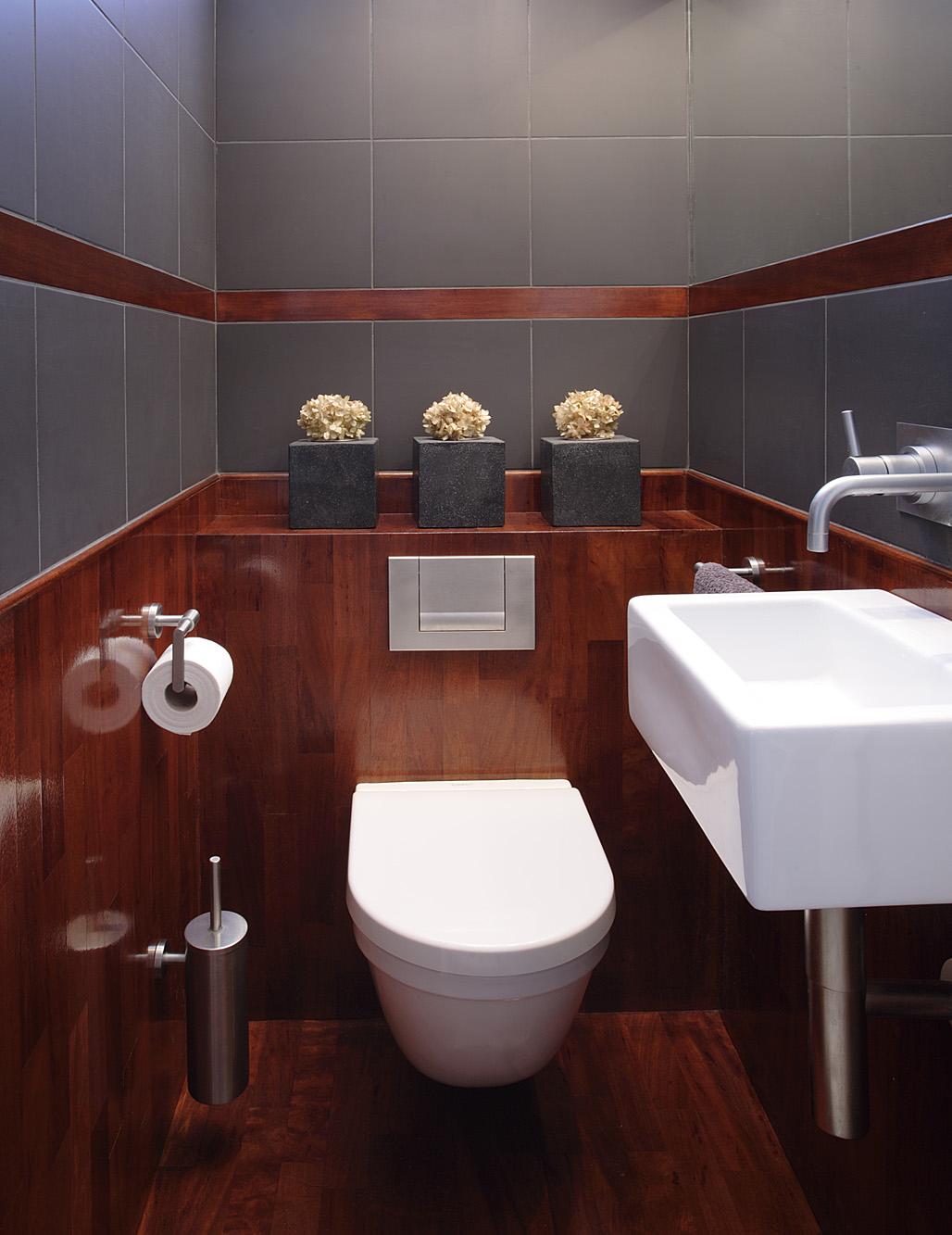 Toaleta lazienka w wgzotycznym drewnie.jpg
