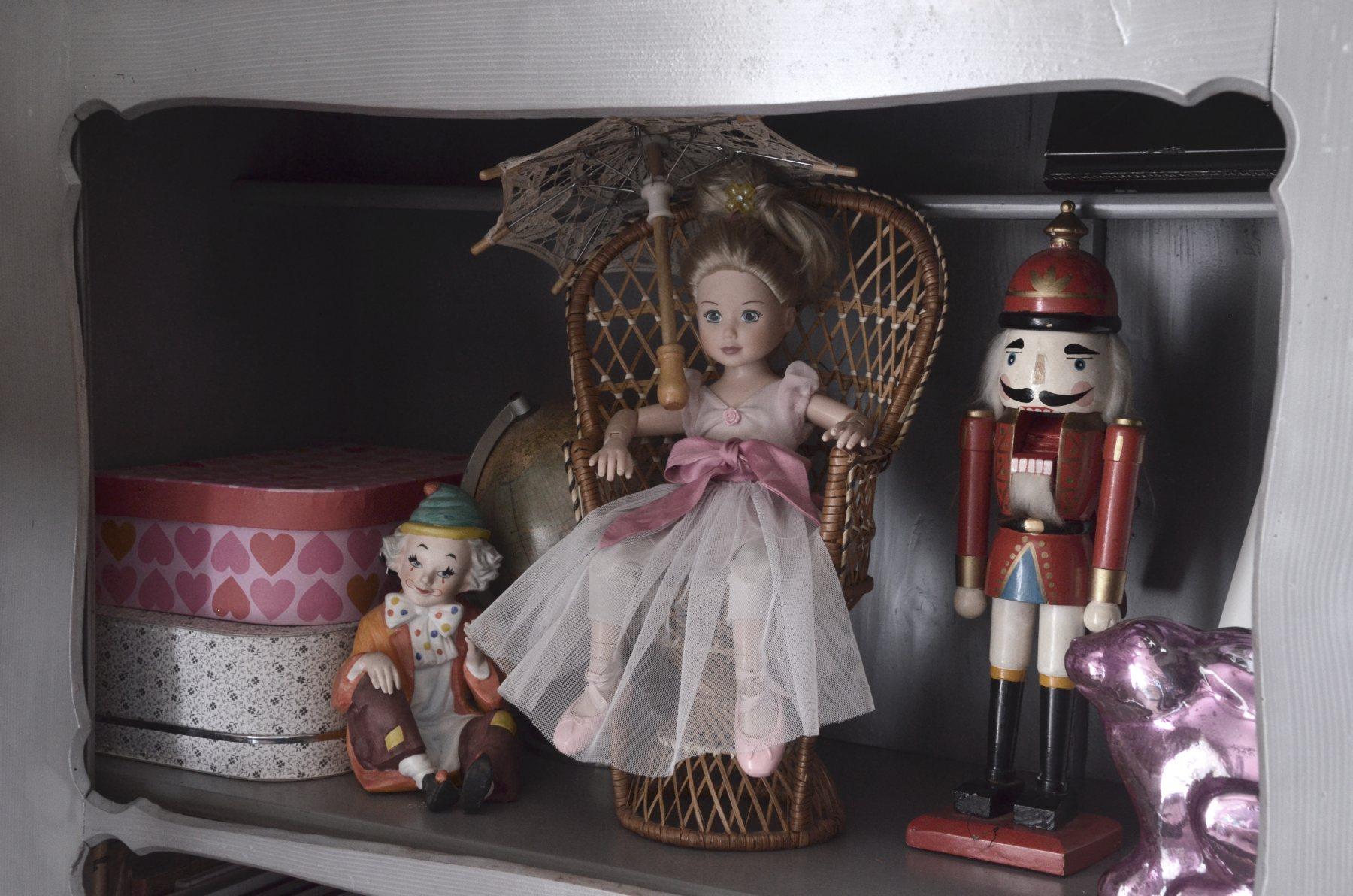 Stare zabawki we wnetrzach dzieciecych.jpg