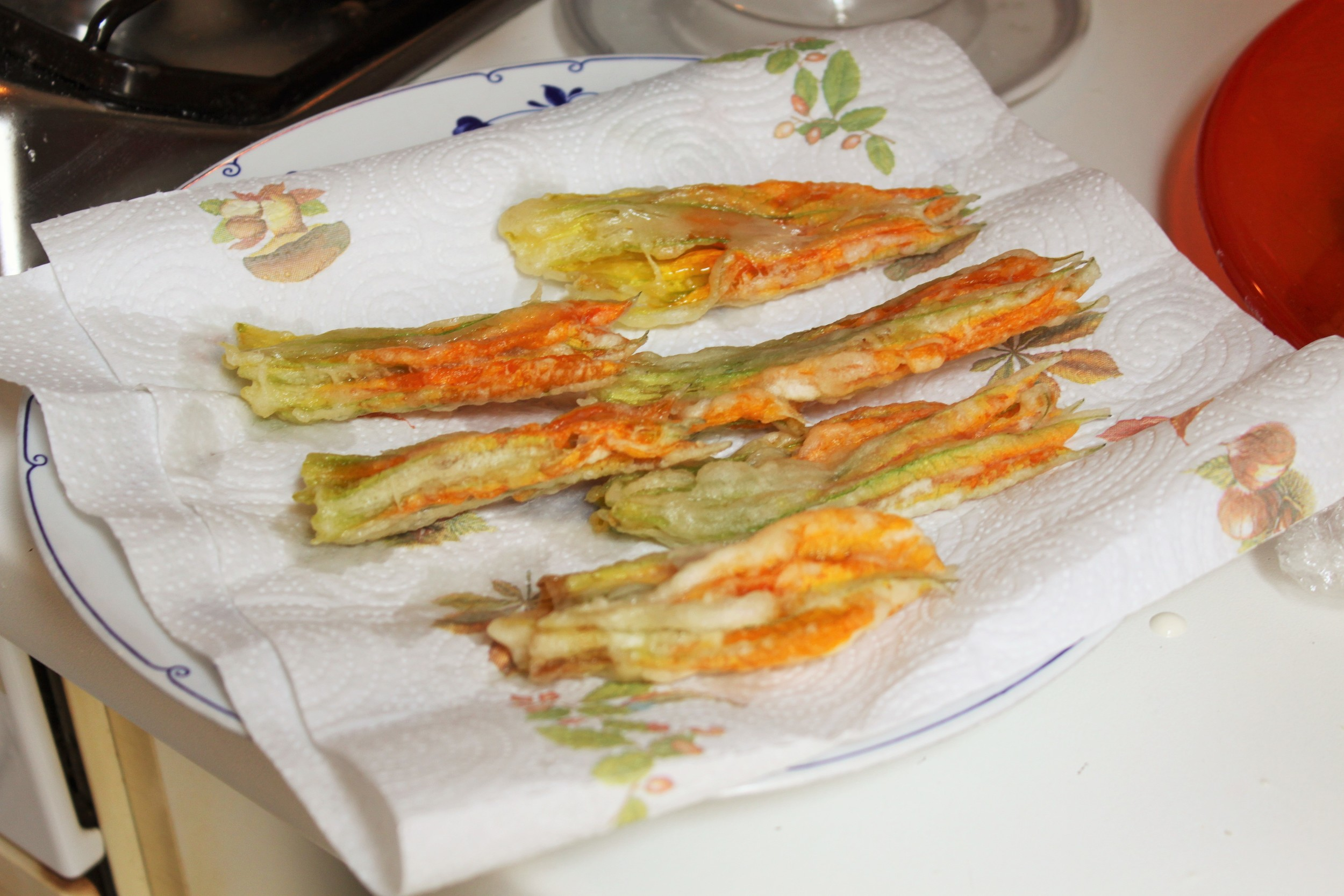 these may look like chicken feet but these are freshly fried zucchini flowers from one of  our cooking classes in Florence!