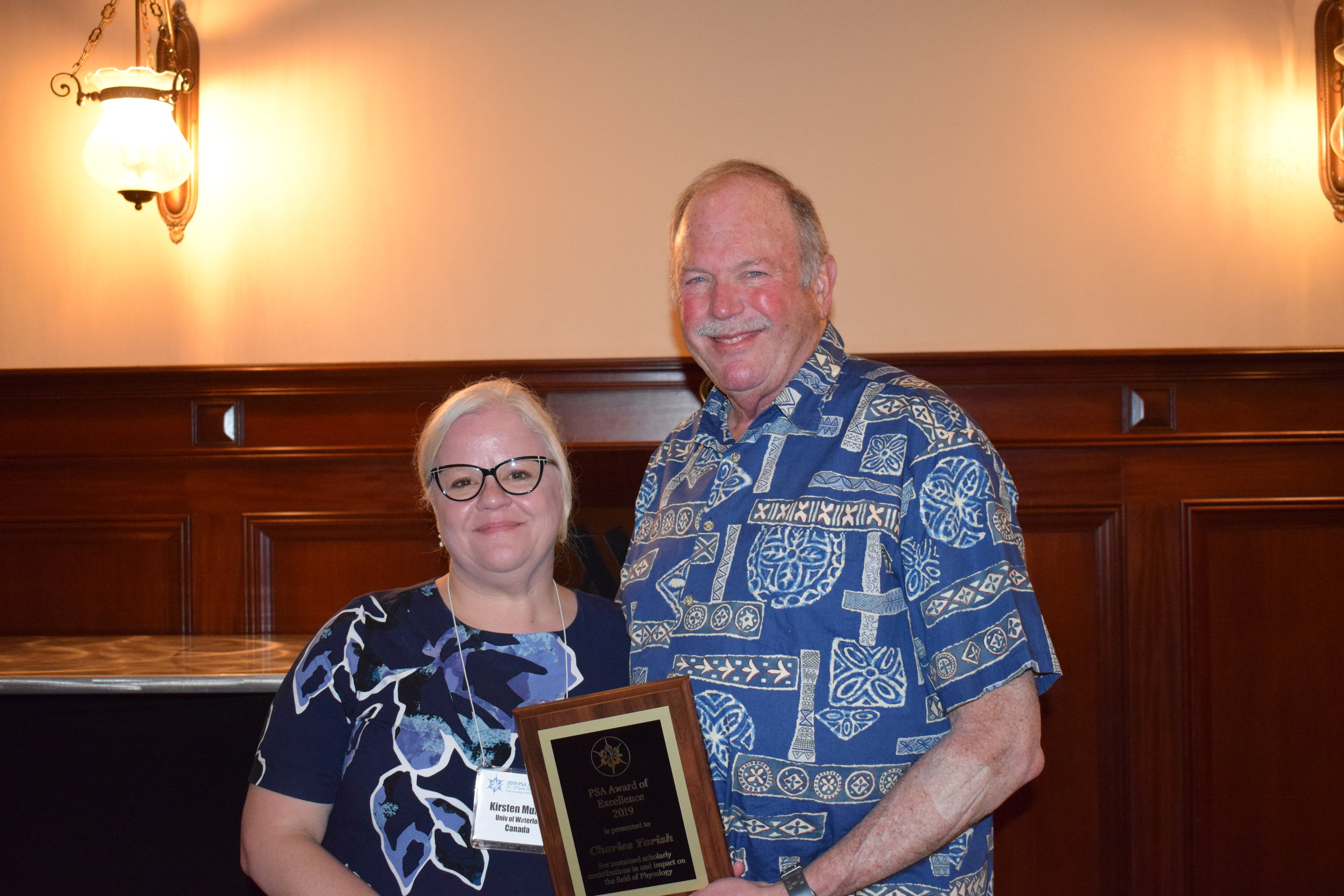Charles Yarish (right) at the 2019 PSA annual meeting receiving the award from PSA President Kirsten Müller (left)