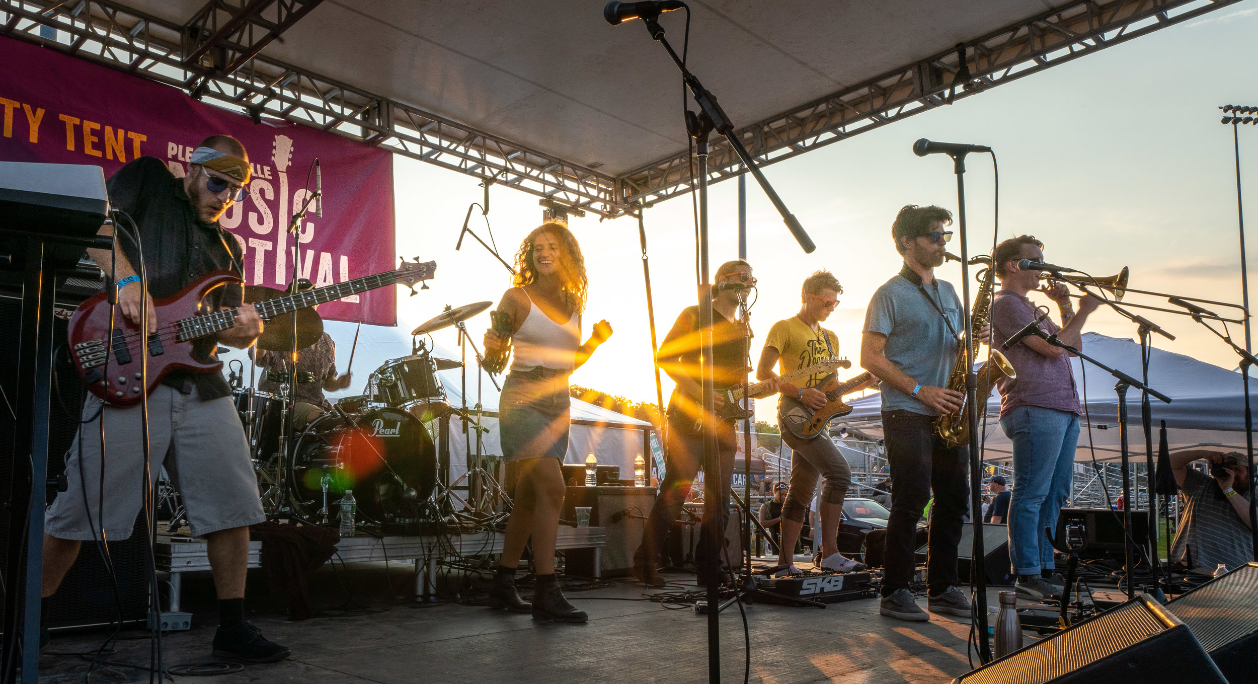 Harsh Armadillo headlines the Party Stage at golden hour © 2018 Jonathan Cunningham