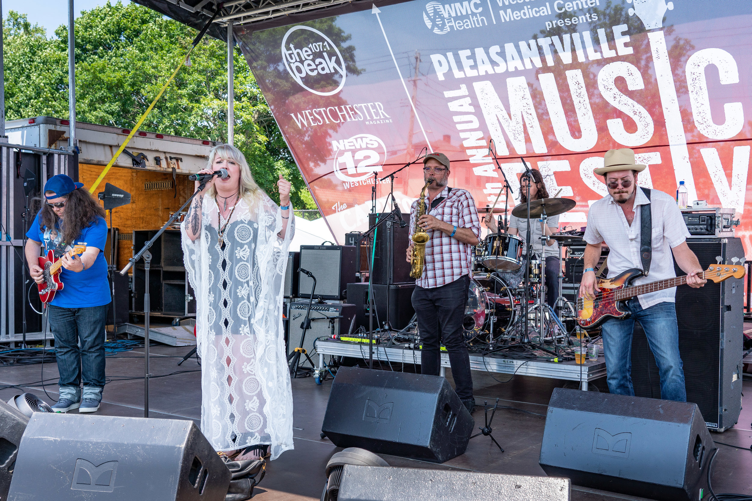 Lizzie and the Makers rocking the Main Stage © 2018 Jonathan Cunningham
