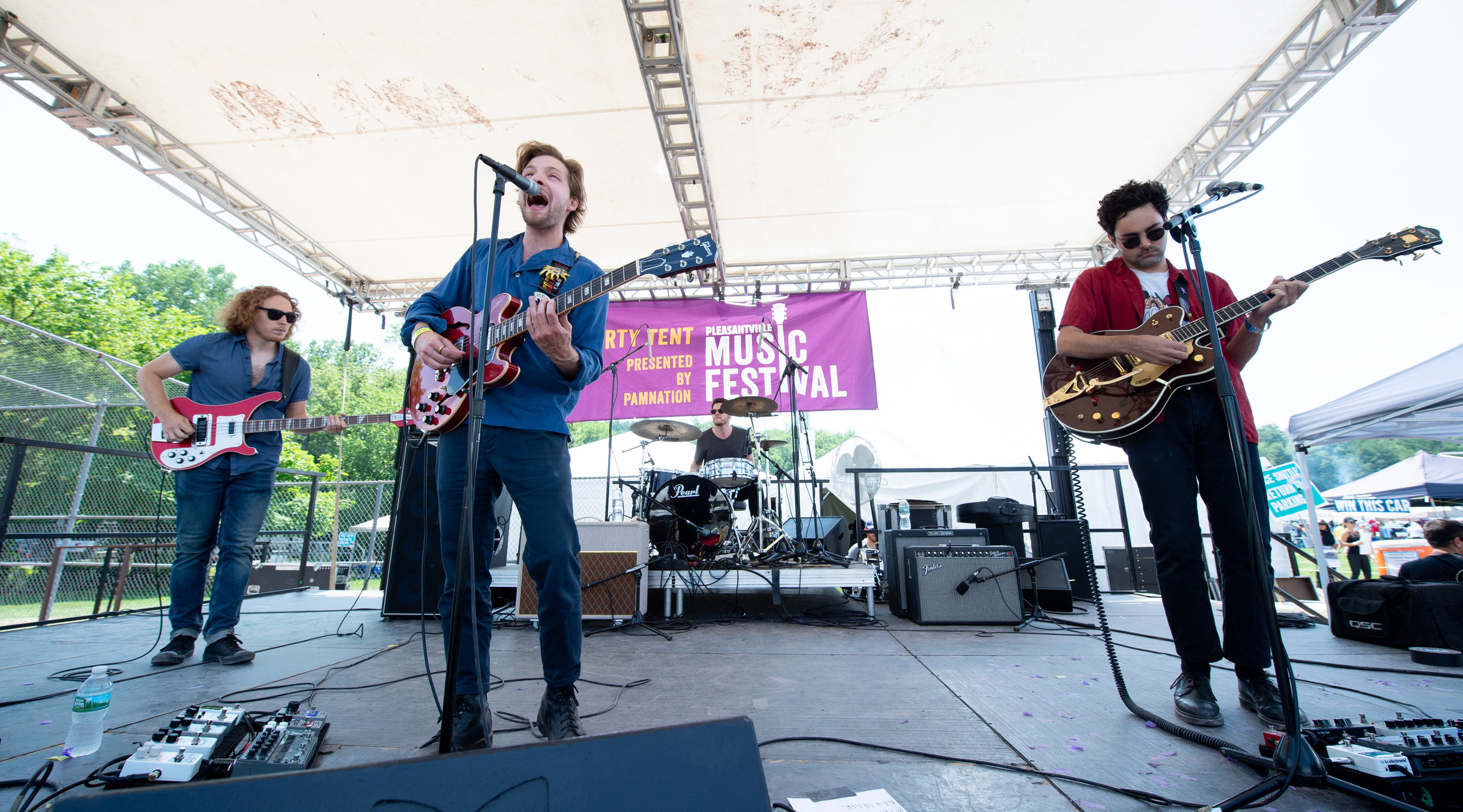 Loose Buttons shaking up the Party Stage © 2018 Lynda Shenkman