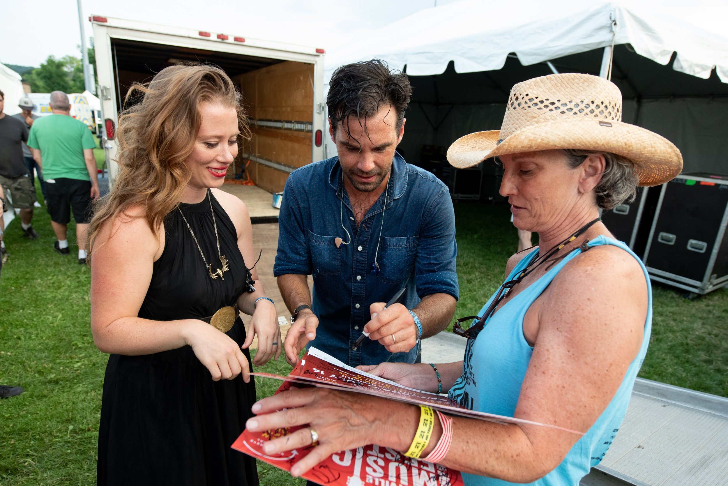 Zach and Kenene of The Lone Bellow signing the poster © 2018 Lynda Shenkman