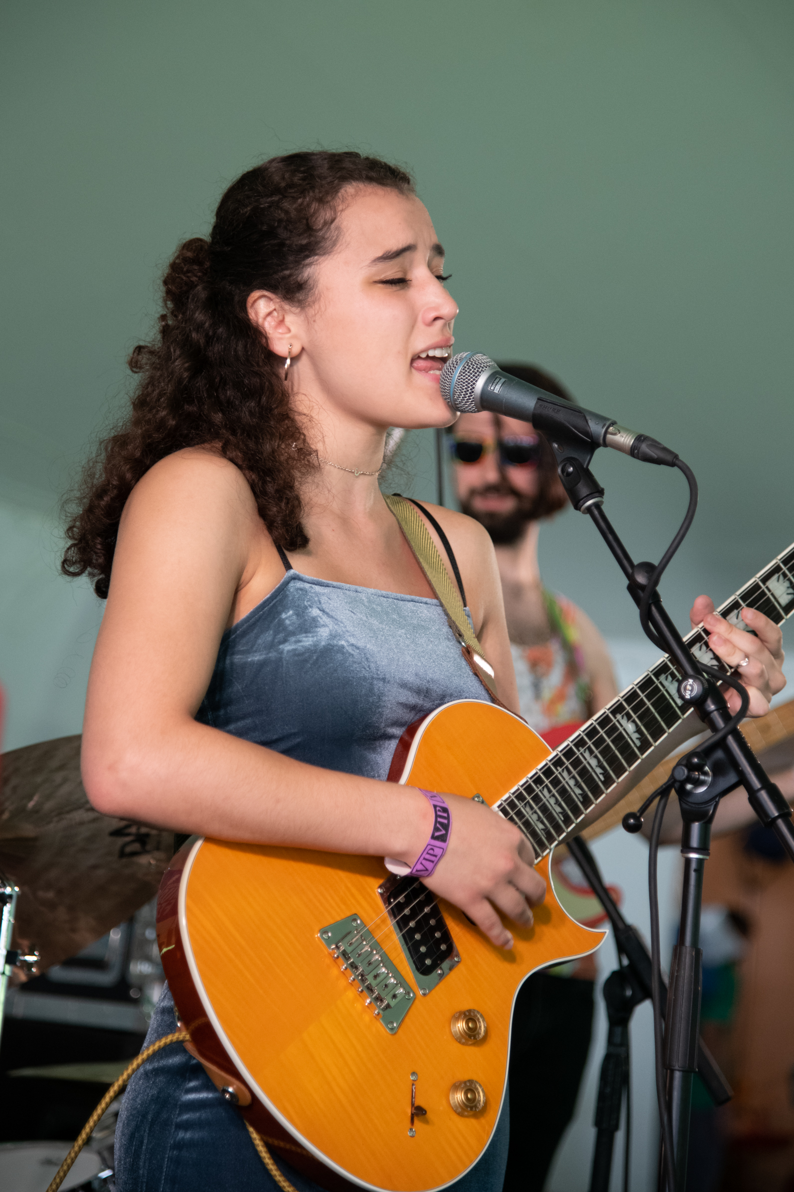 Lillimure bringing a smooth start to the Chill Tent Stage © 2019 Lynda Shenkman