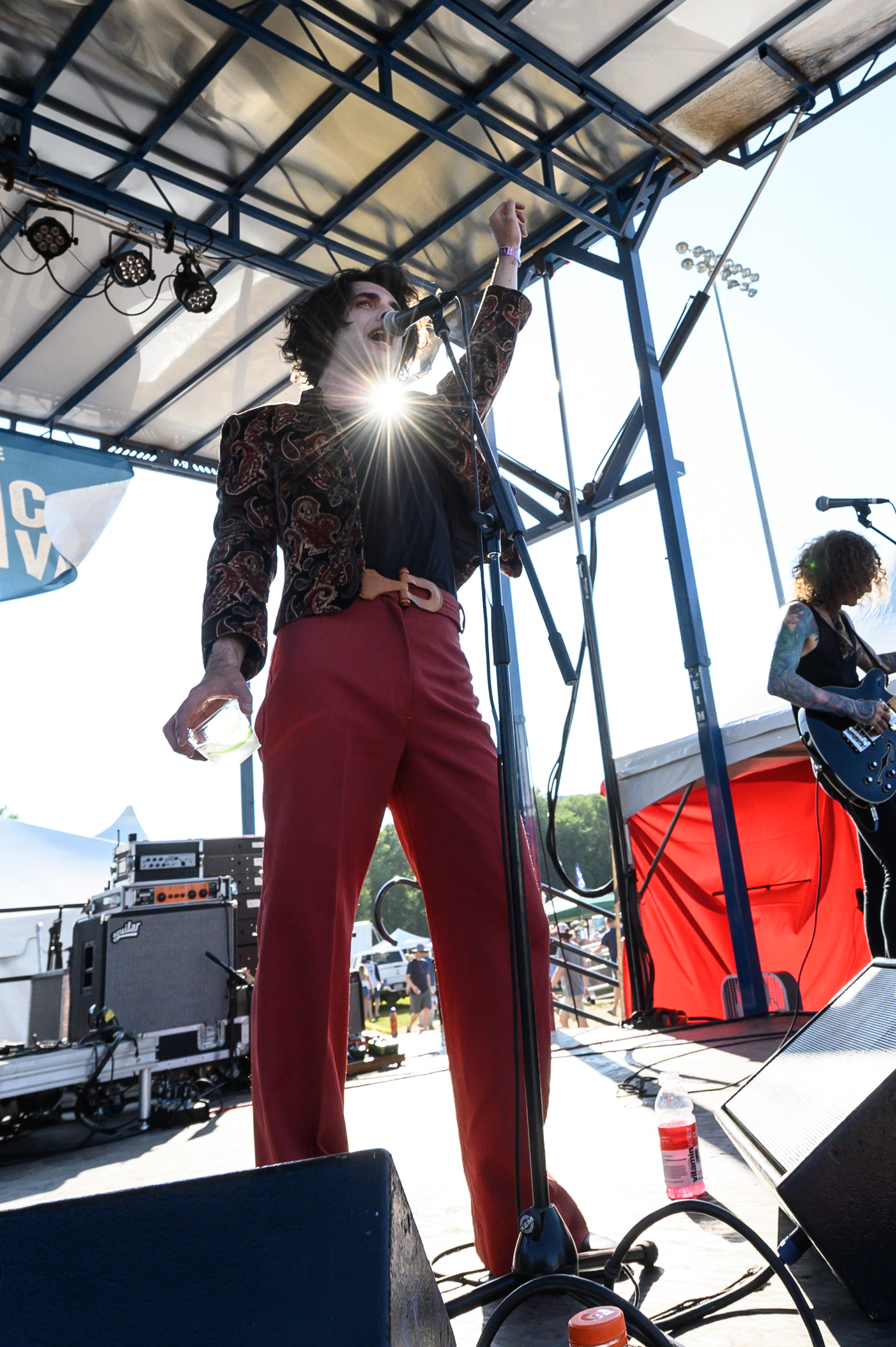 Glam rocker Micky James finding the spotlight © 2019 Lynda Shenkman
