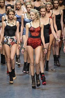 Dolce-Gabbana-Podium-spring-fashion-2010-064_runway.jpg