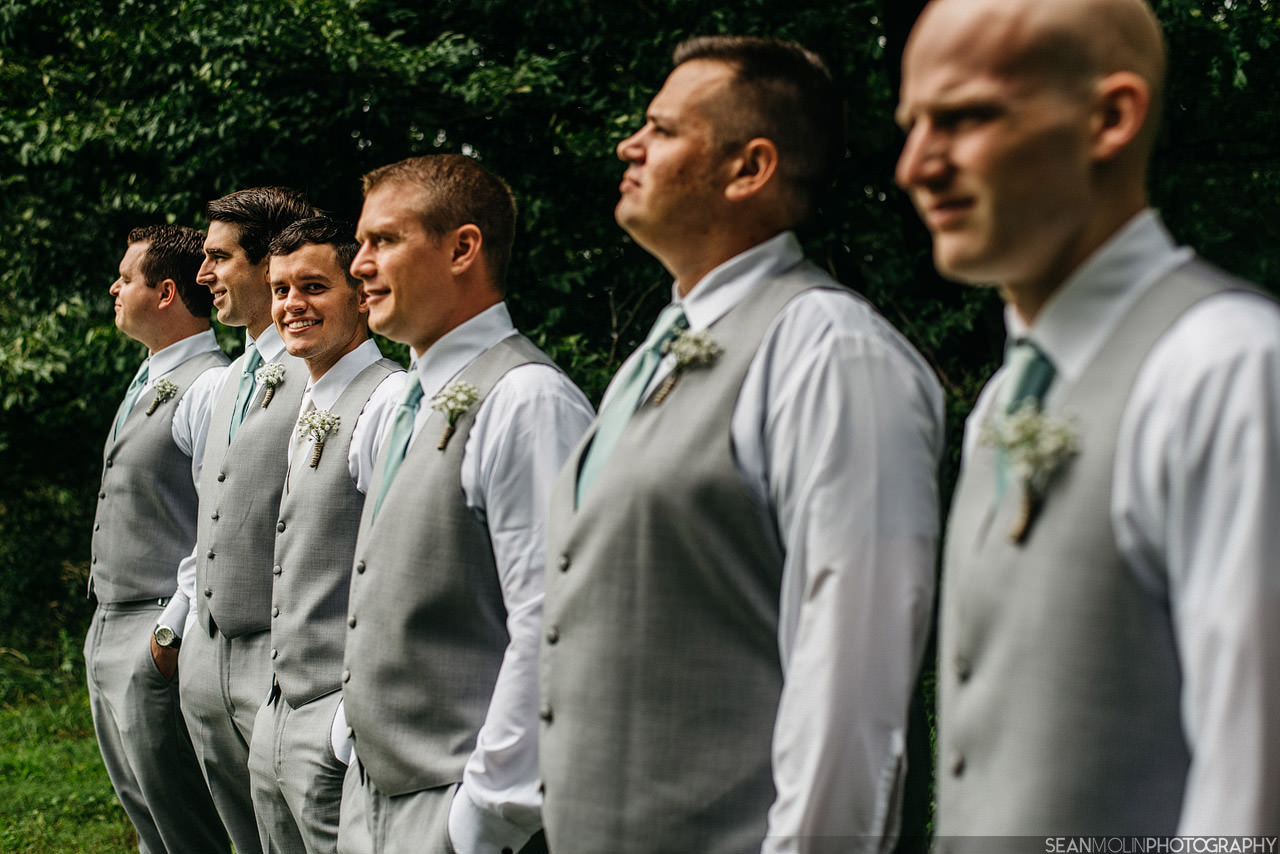 014-groomsmen-wedding-portrait-group-barn-zionsville-eric-uhlir-indiana.jpg