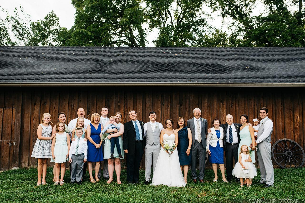 061-family-formal-portrat-large-wedding-bride-groom-barn-zionsville-jessica-eric-uhlir.jpg