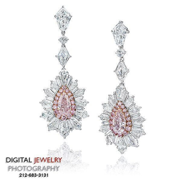 Happy International Women's Day! Let's celebrate this these hand made pink diamond earring by #davidmorjewelry photography by #digitaljewelryphotography.  #earrings #fancy #pinkdiamond #pear #springfever #jewelryphotographer #jewelryphotography #platinum #colordiamonds