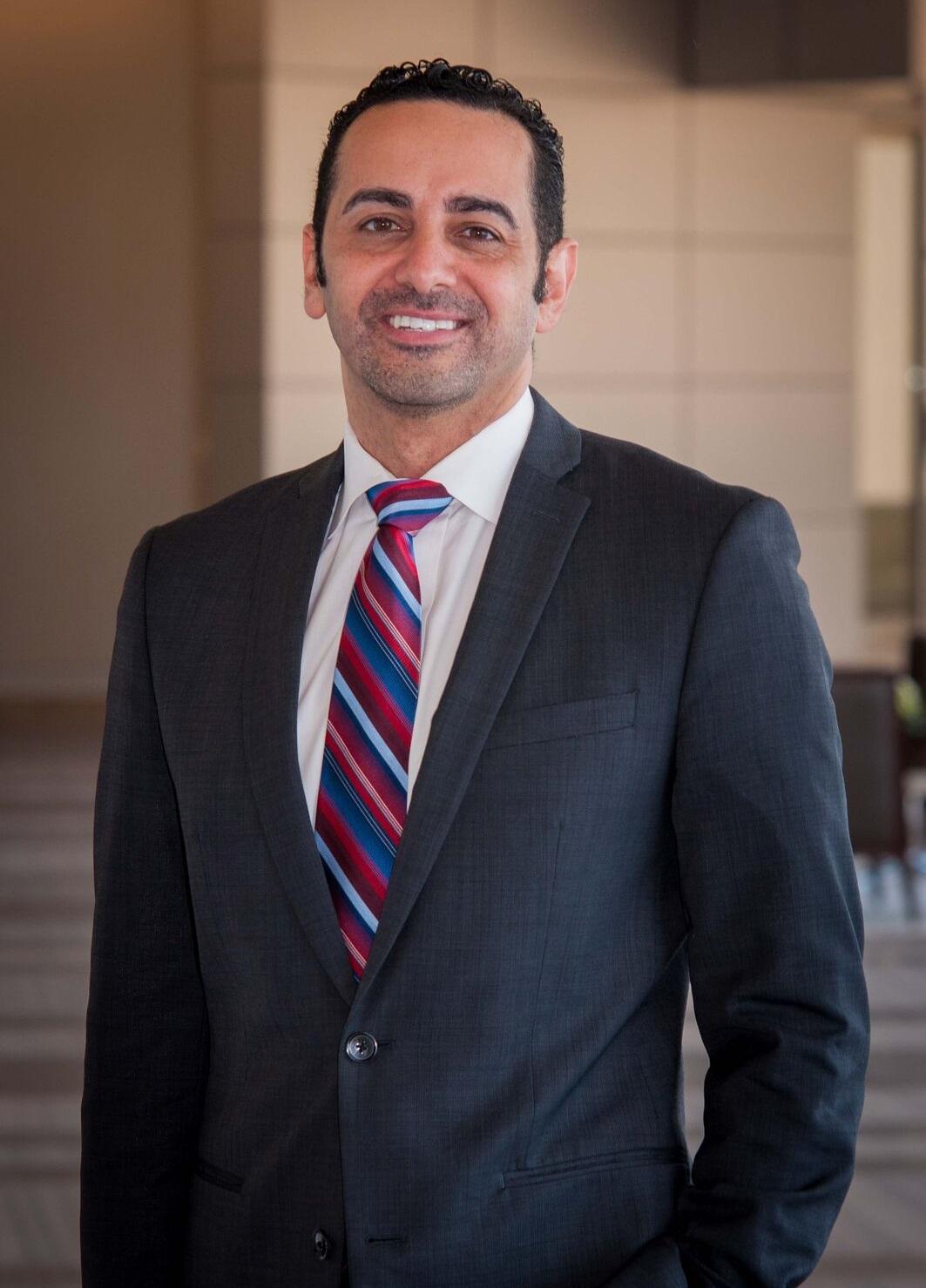Avocat - Sam B. Sherkawy a fait ses études en Génie Electrique à l'Université du Texas à San Antonio, et a obtenu son diplôme en droit de South Texas College of Law. Parlant couramment anglais, espagnol et arabe et possédant une bonne maîtrise du français et du russe, Mr. Sherkawy est un professionnel ayant une éducation extrêmement diversifiée et universelle.Il a des liens personnels forts avec les milieux internationaux à Houston et il représente ses clients avec une loyauté absolue. Il est assermenté de la Cour Suprême du Texas and a été admis à plaider devant la Cour de l'Impôt des Etats-Unis, la Cour Fédérale du District Sud du Texas ainsi que devant tous les Tribaux d'Immigration.