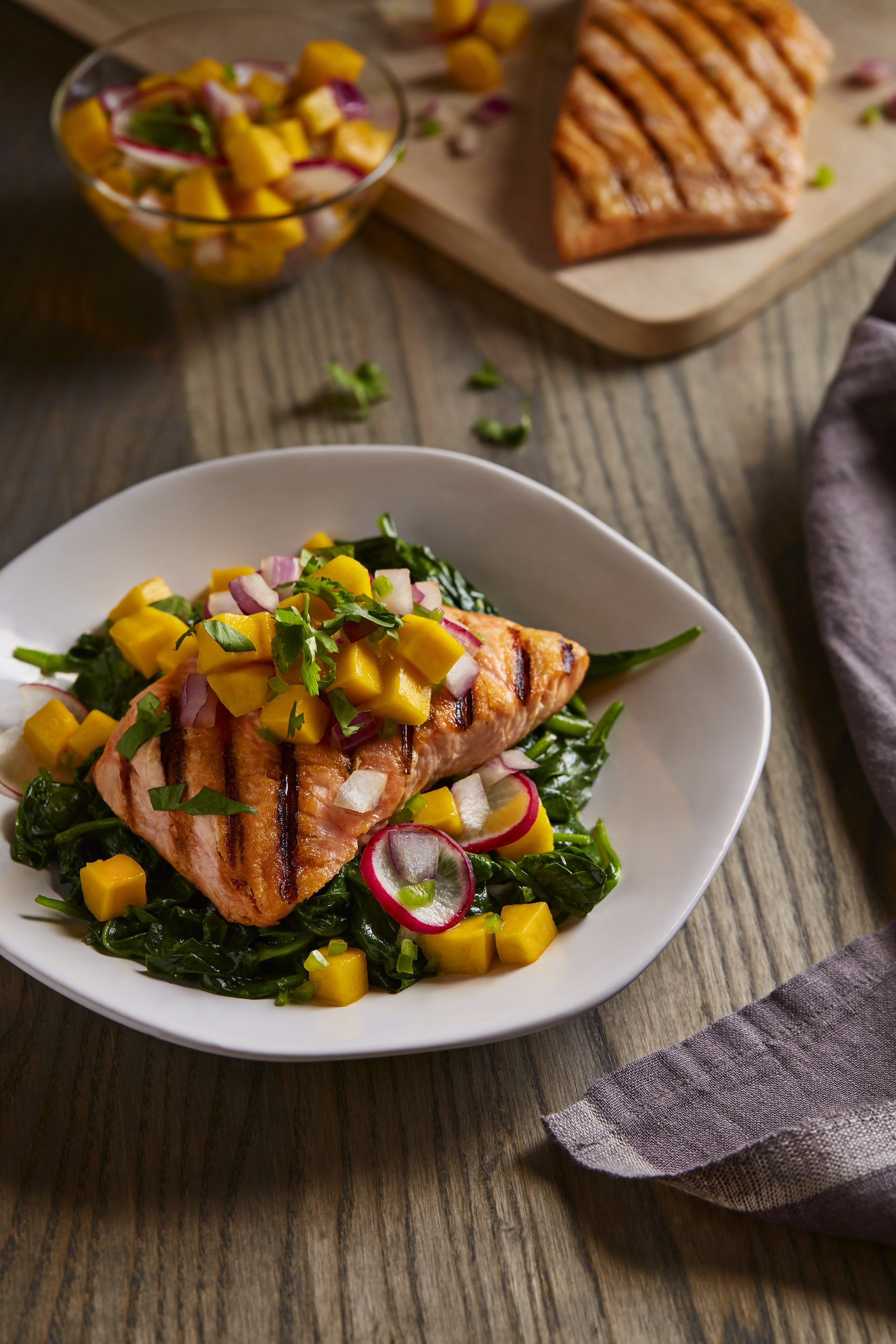 Copy of 04_GRILLED_SALMON_159_081017_R1.jpg