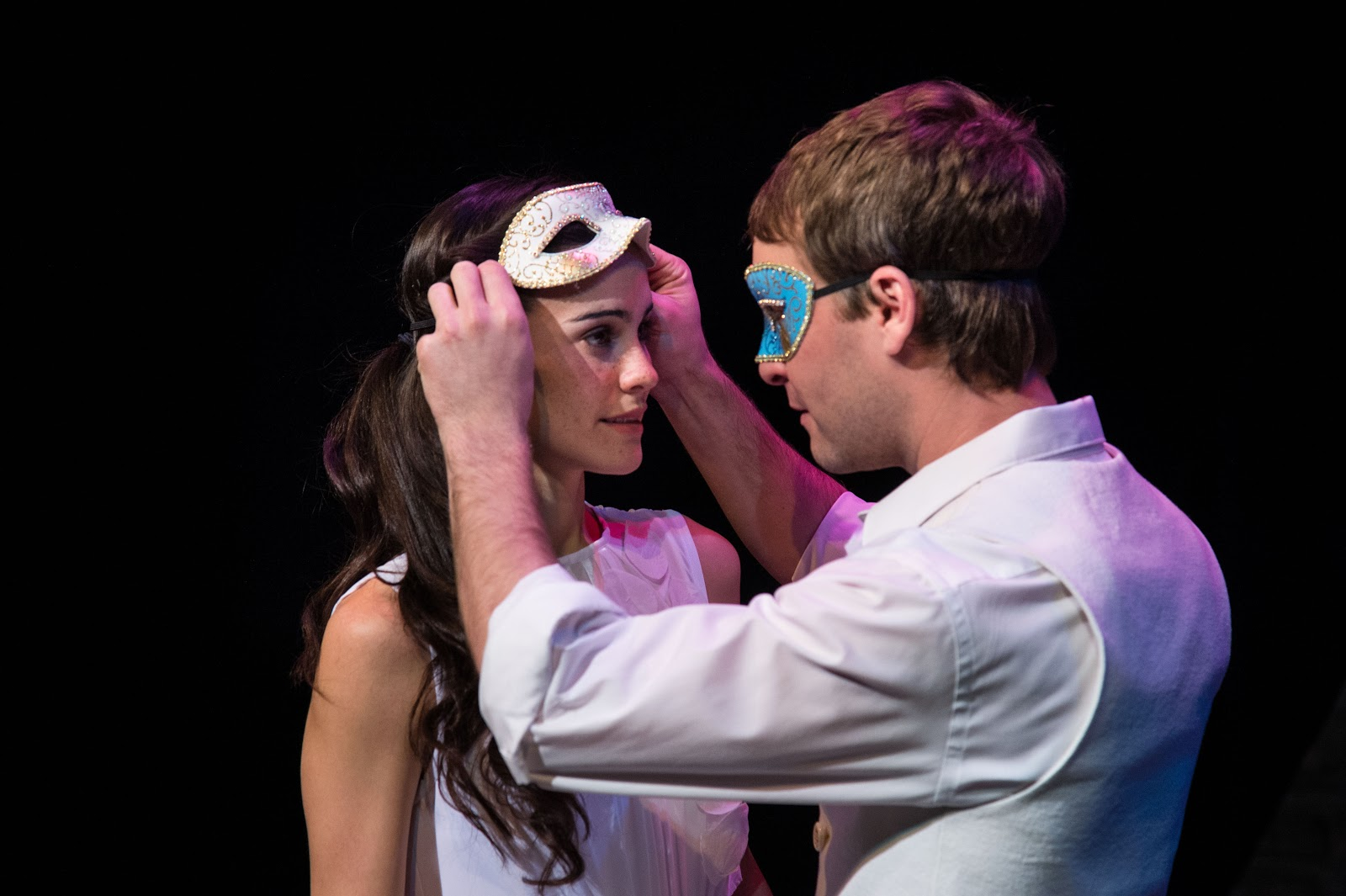 Melisa Pereyra (left) as Juliet and Chris Klopatek as Romeo in theUtahShakespeareFestival's Romeo  andJuliet.
