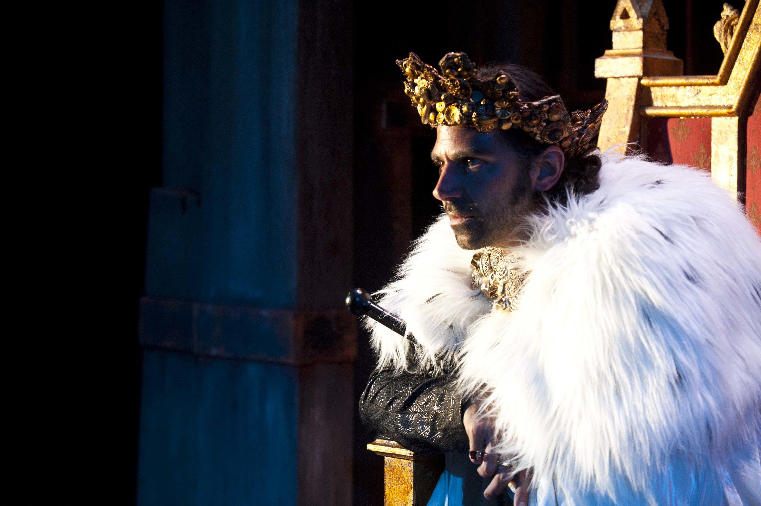 Elijah Alexander as Richard in  Richard III,  2011 .