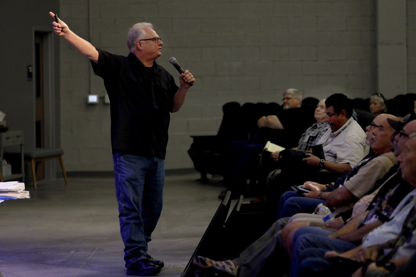 Jimmy Meeks speaking to the crowd at the Huntington Beach, California Sheepdog Seminar ( LA Times) .