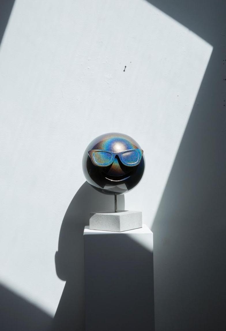 LaPenta_Emoji_Sculpture_Rainbow_Sunglasses_2.jpg