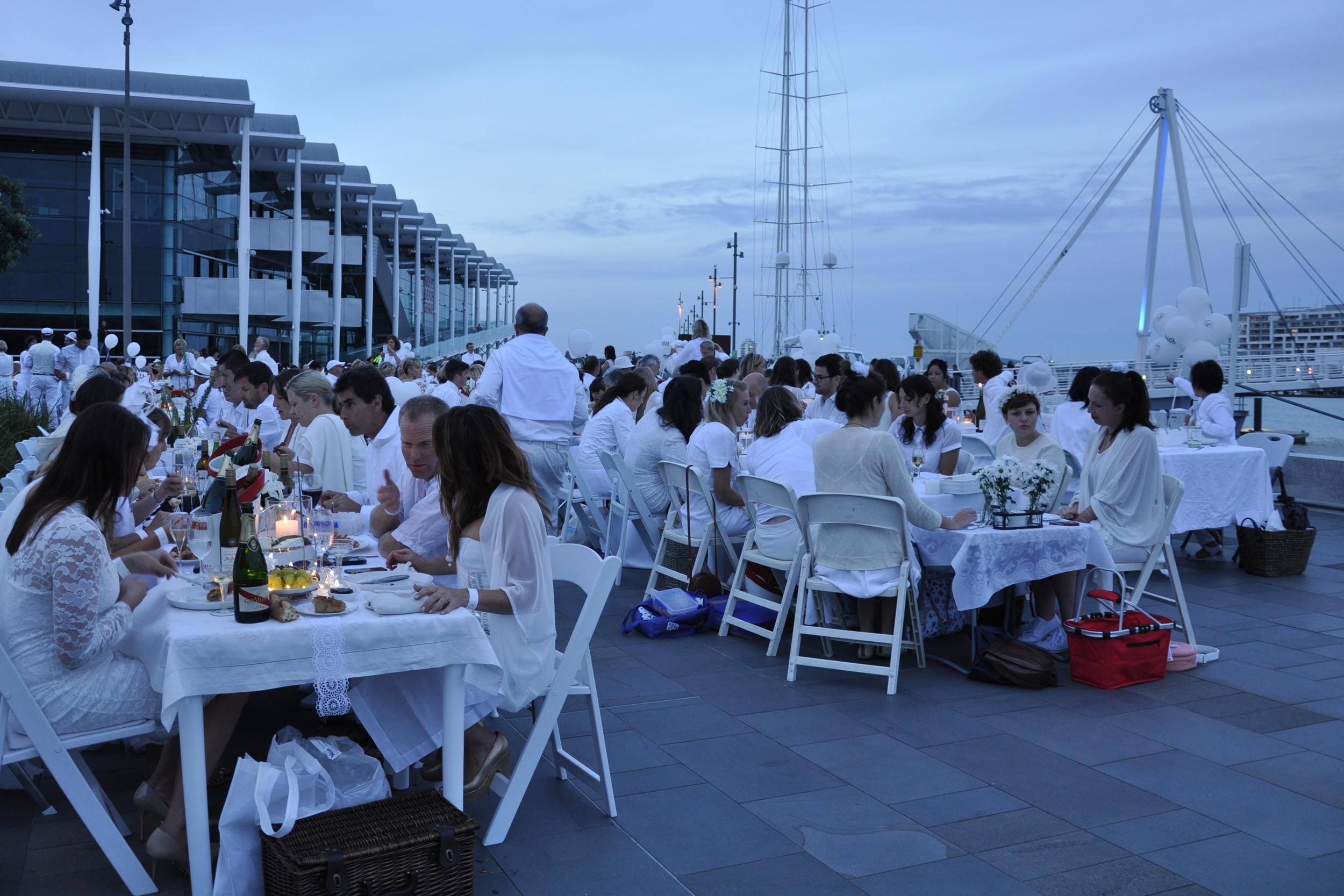 Diner en Blanc 8.jpg