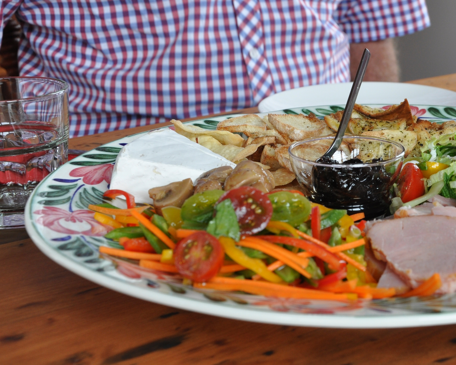 Farm-style platter from de la terre's cafe