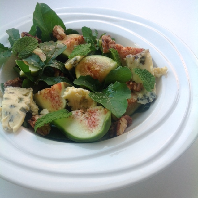 Figs, blue cheese, honey and walnut with rocket
