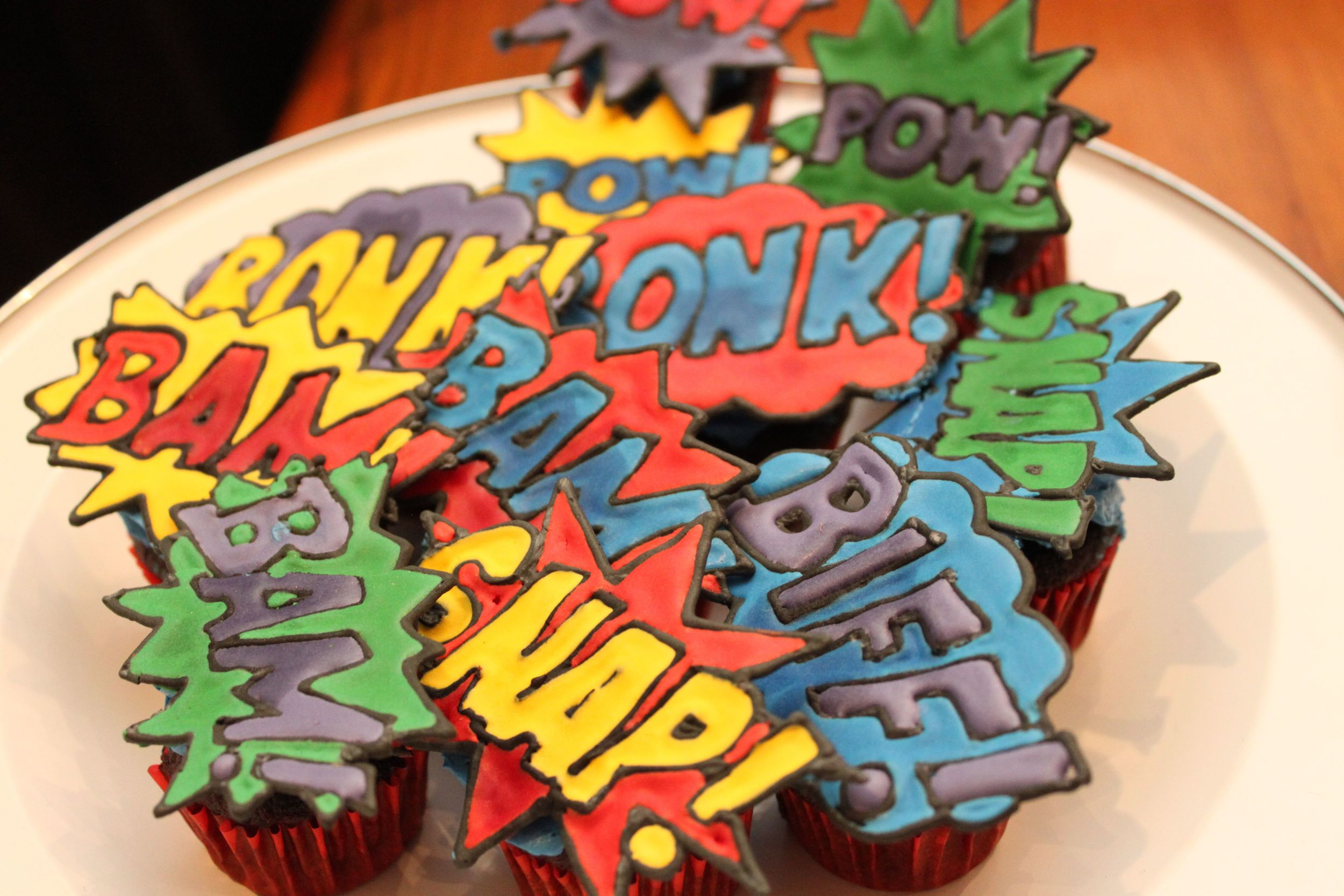 superhero-cupcakes-batman.jpeg