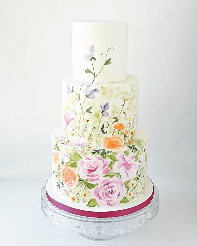 A little throwback to this super cute hand painted cake from last summer!  #weddingcake #cake_trends #cakedesign #cakespiration #modernwedding #cakeporm #cakemasters #bridalmusings #weddingstyle #edibleart #cakeart #cakestagram #ridiculouscakes #moderncake #weddinginspo #designercake  #cakeandgiraffe #watercolour #watercolourcake