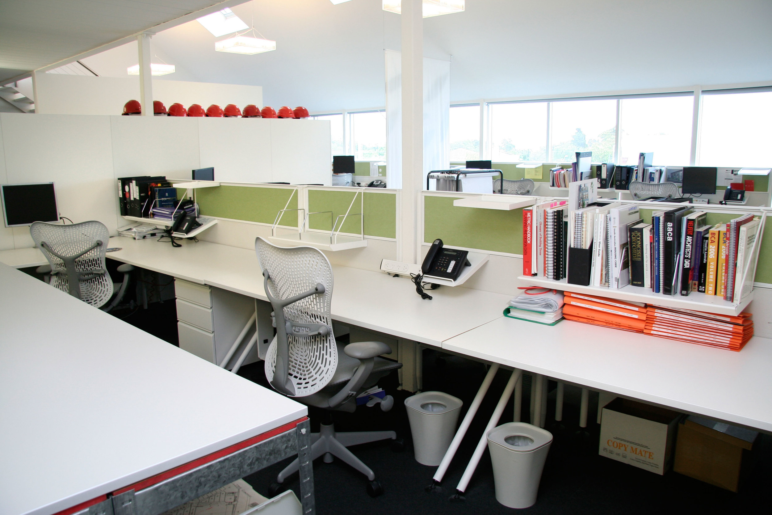 The flexible office plan promotes team communication
