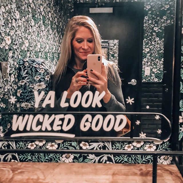 But seriously, how much better would life be if we all had mirrors with affirmations like this one?? 😆 ⠀ ⠀ And better yet...if we BELIEVED it!? 🤯🤩🙌🏼 ⠀ ⠀ Our friends at @eatbychloe know what's up 🤙🏼💕 ⠀ #yalookwickedgood ⠀ •⠀ •⠀ •⠀ •⠀ •⠀ •⠀ #selfloveisntselfish #loveyourdamnself #yalookgood #eatbychloe #mirrorselfie #onlinecoach #lifecoachforwomen #lifecoach #coachlifestyle #businesscoachforwomen #bewhoyouare #selflovequotes #quotestoliveby #quotesofinstagram