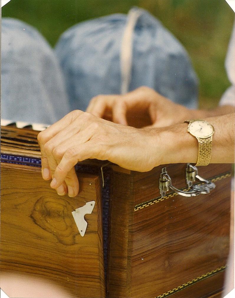 Guruji's Hands Harmonium0001.jpg