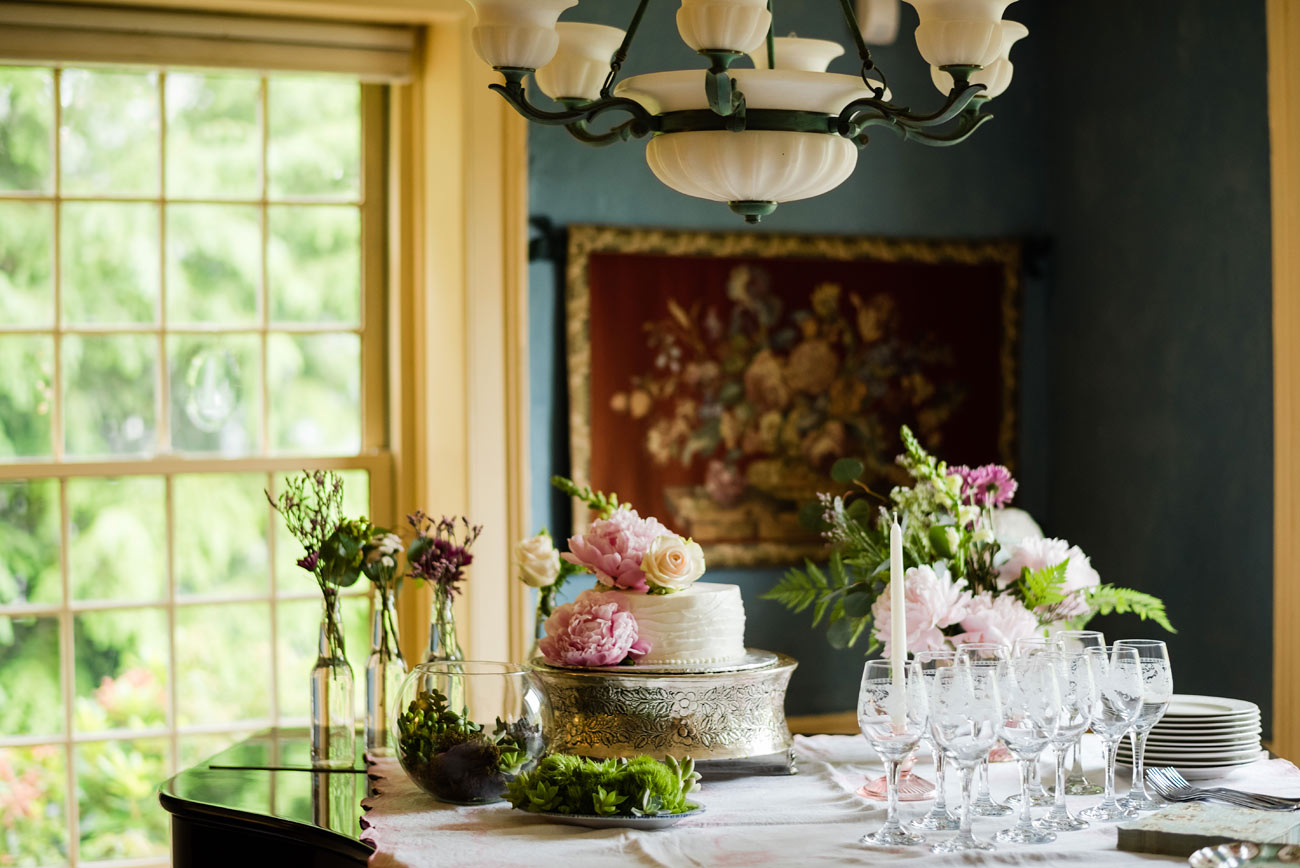 lovely cake and details at a small intimate house wedding in cape cod at the newcomb tavern