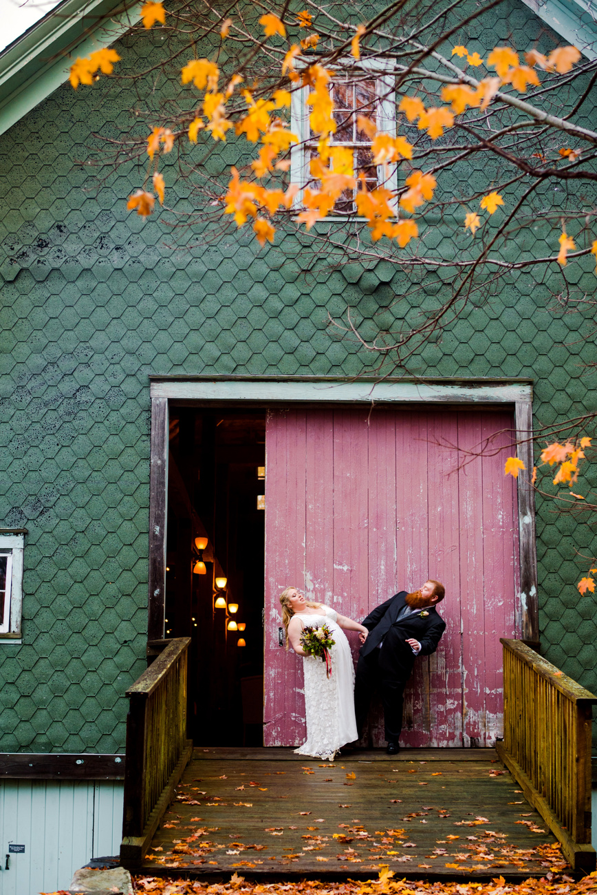 fun photos of rainy barn wedding in maine at the barn on walnut hill in north yarmouth