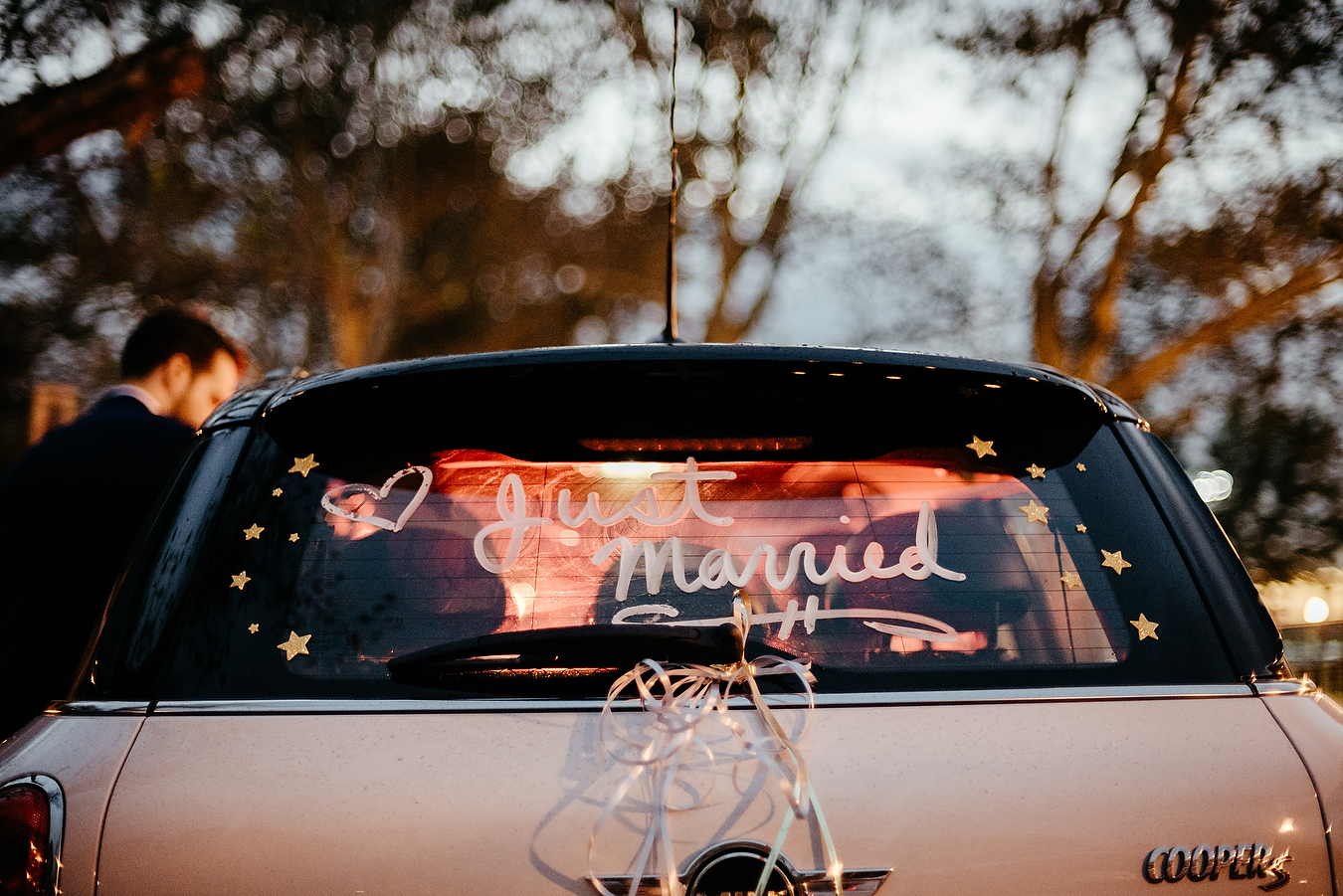 just married in a mini cooper