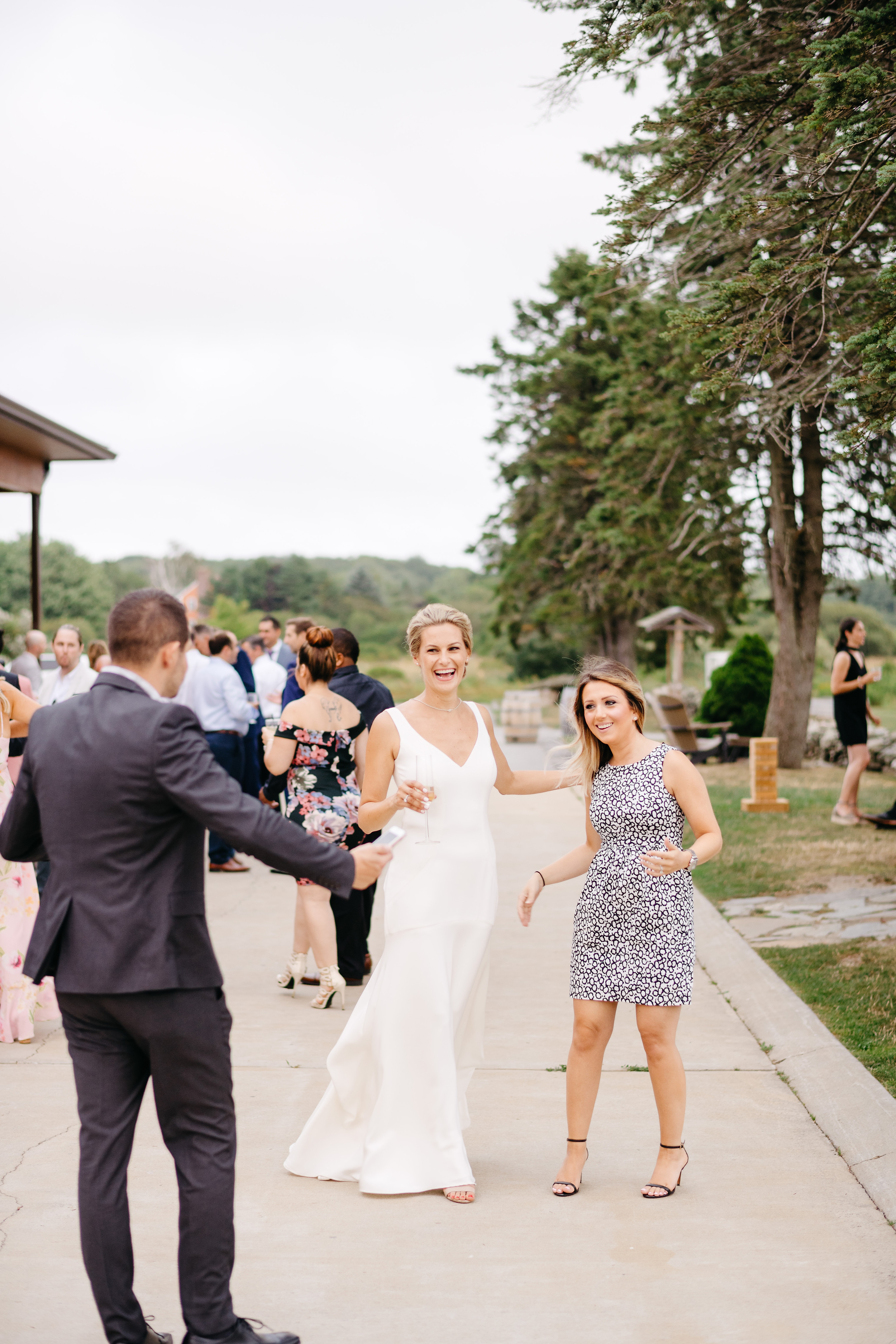 newport vineyards summer wedding by mikhail glabets photography