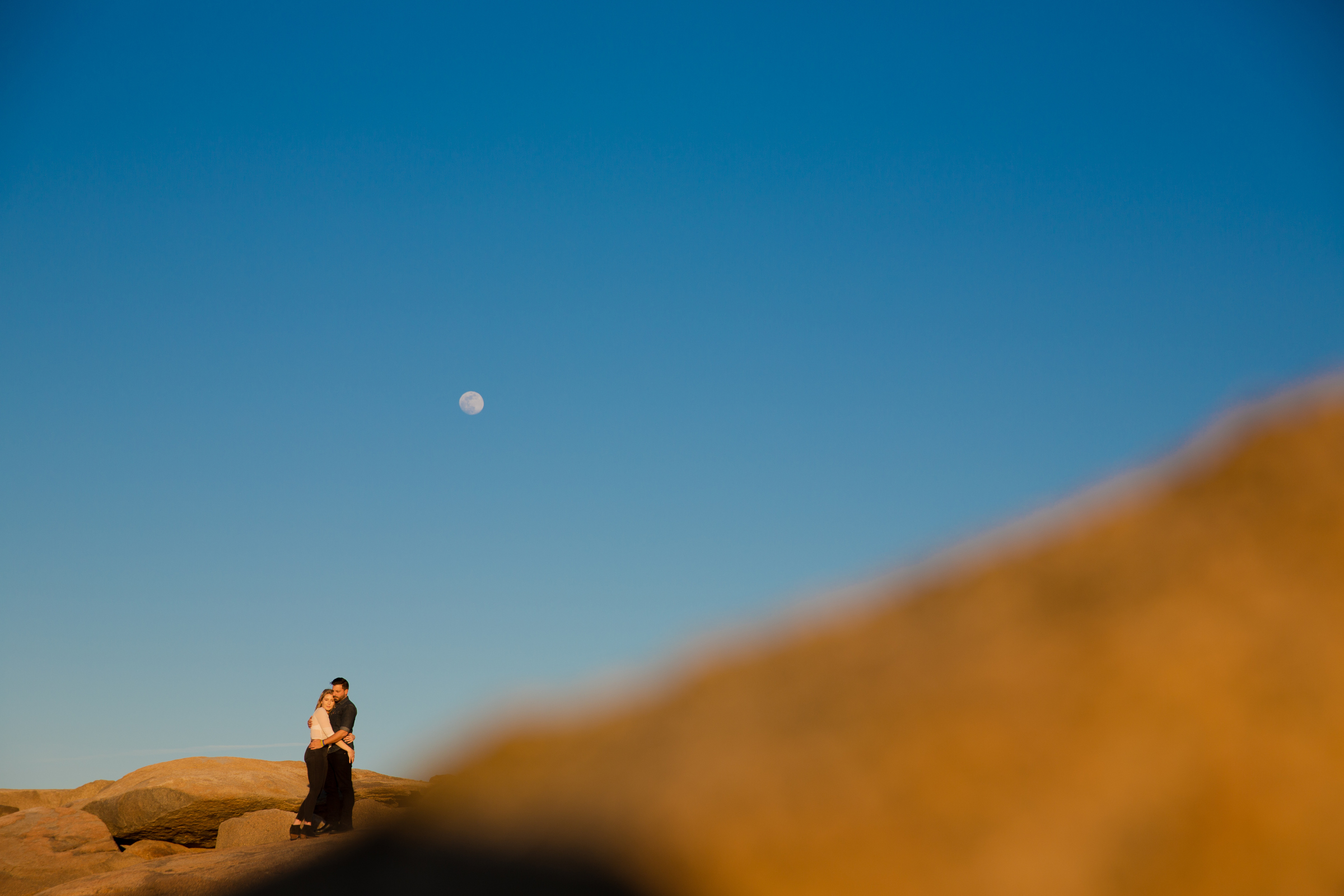 engagement photos with the moon in brooklyn