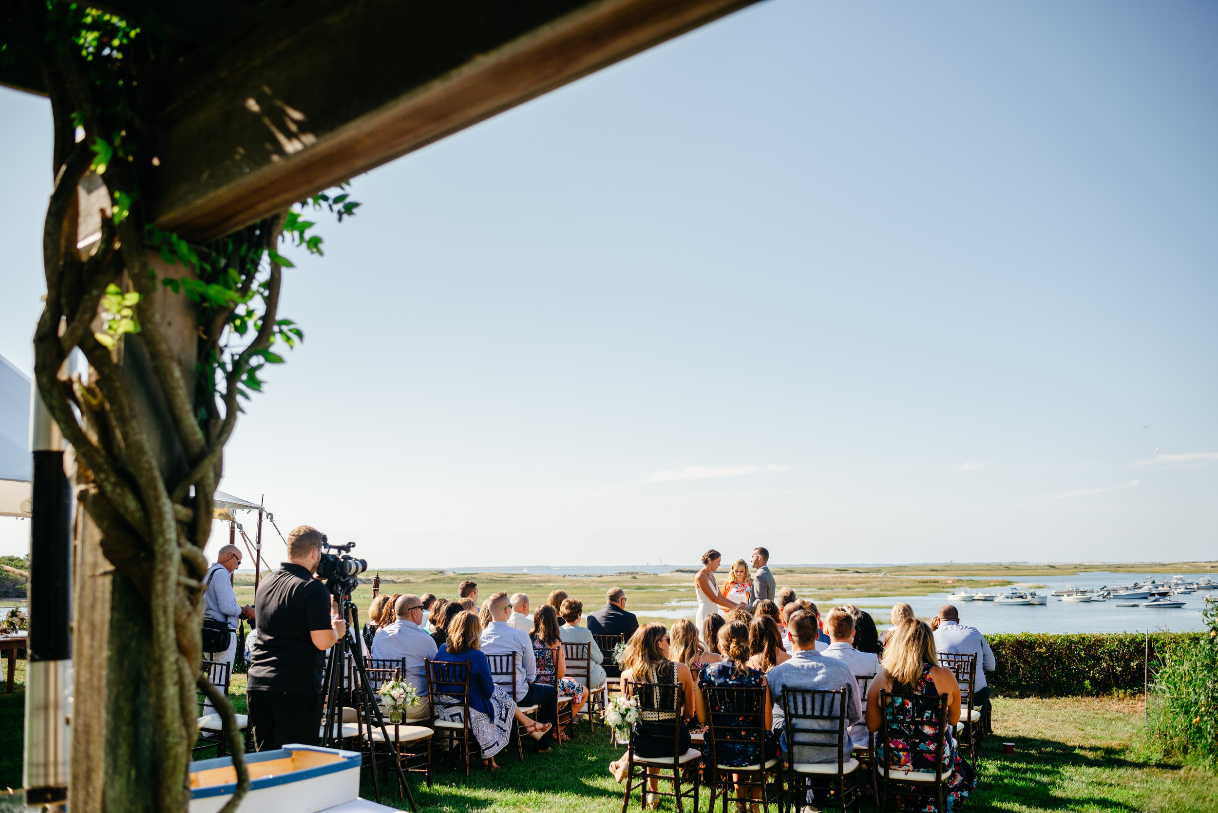 wedding cermony at eagles neck 20 mill pond road in truro