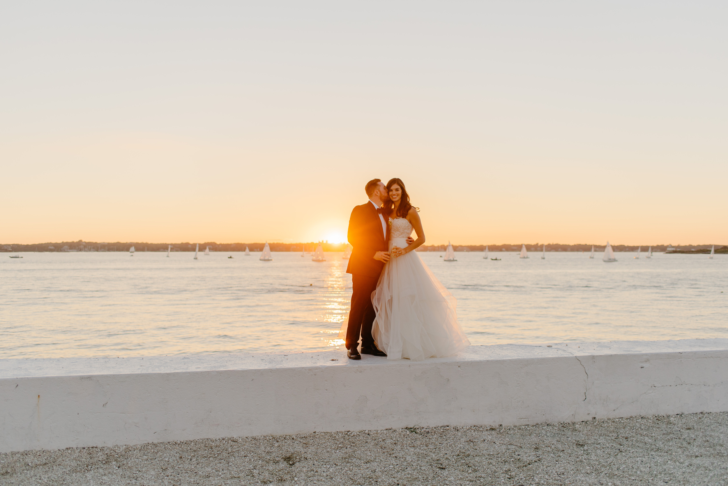 tips for best sunset photos in newport for your wedding