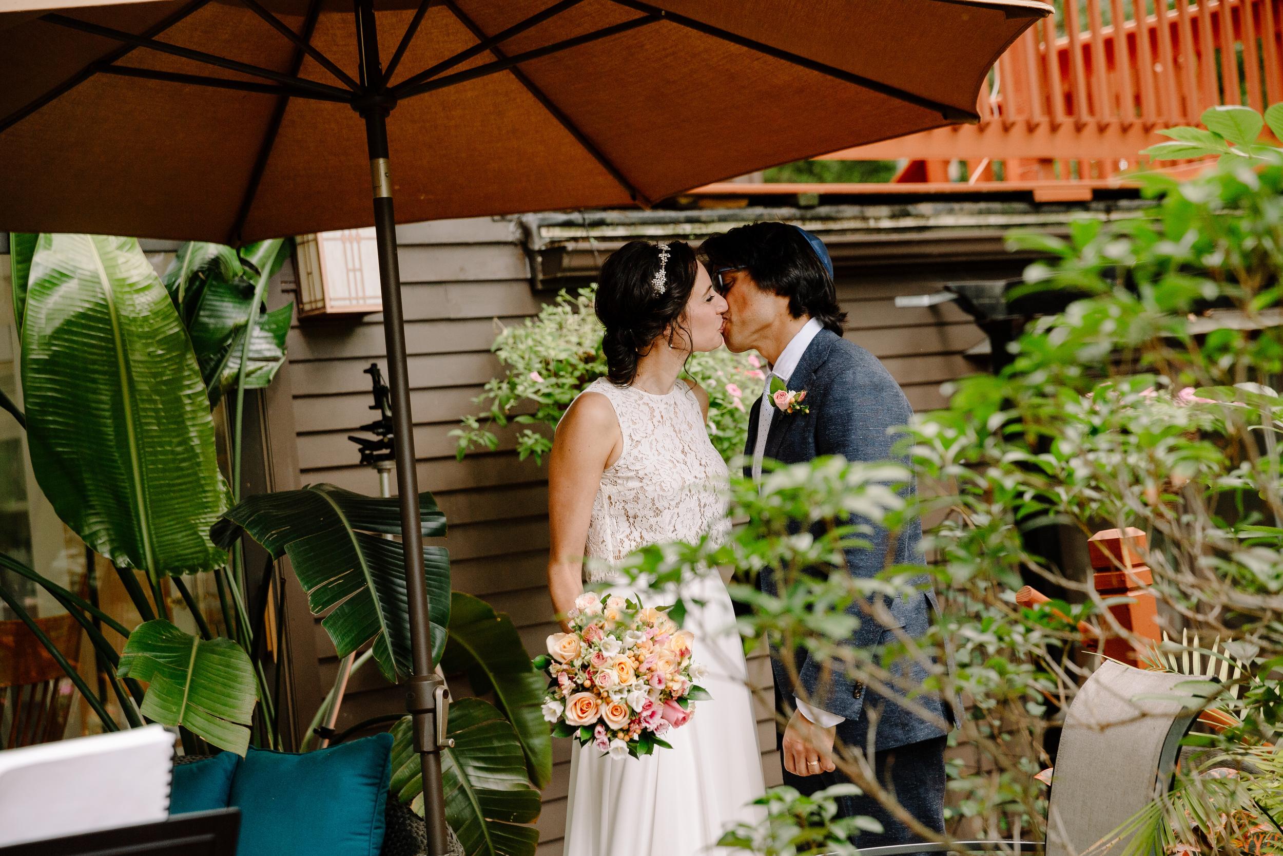 capecod_backyard_wedding_photos_mikhail_27.JPG