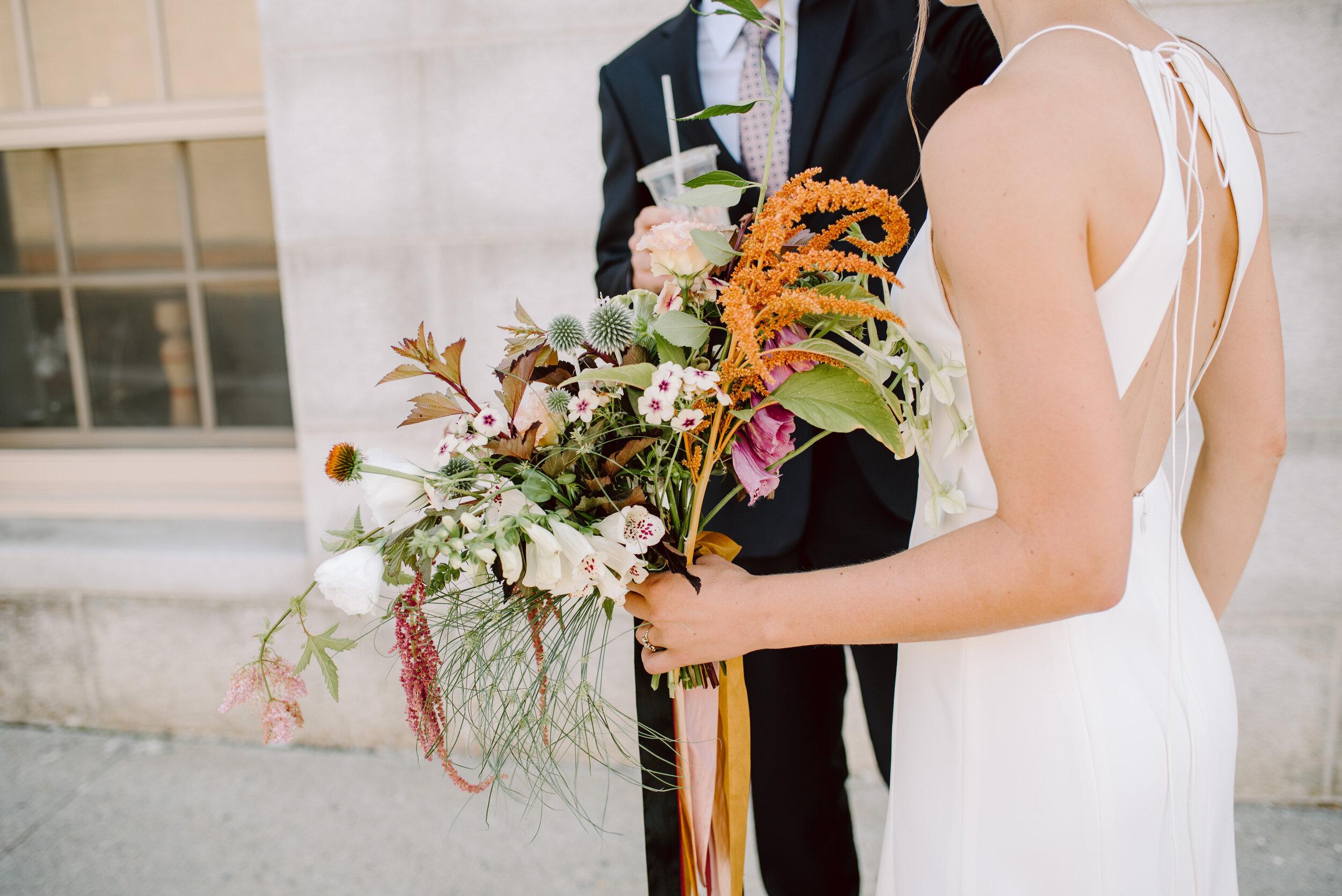 amazing modern wedding flowers by megan hevenor at field floral studio in portland maine