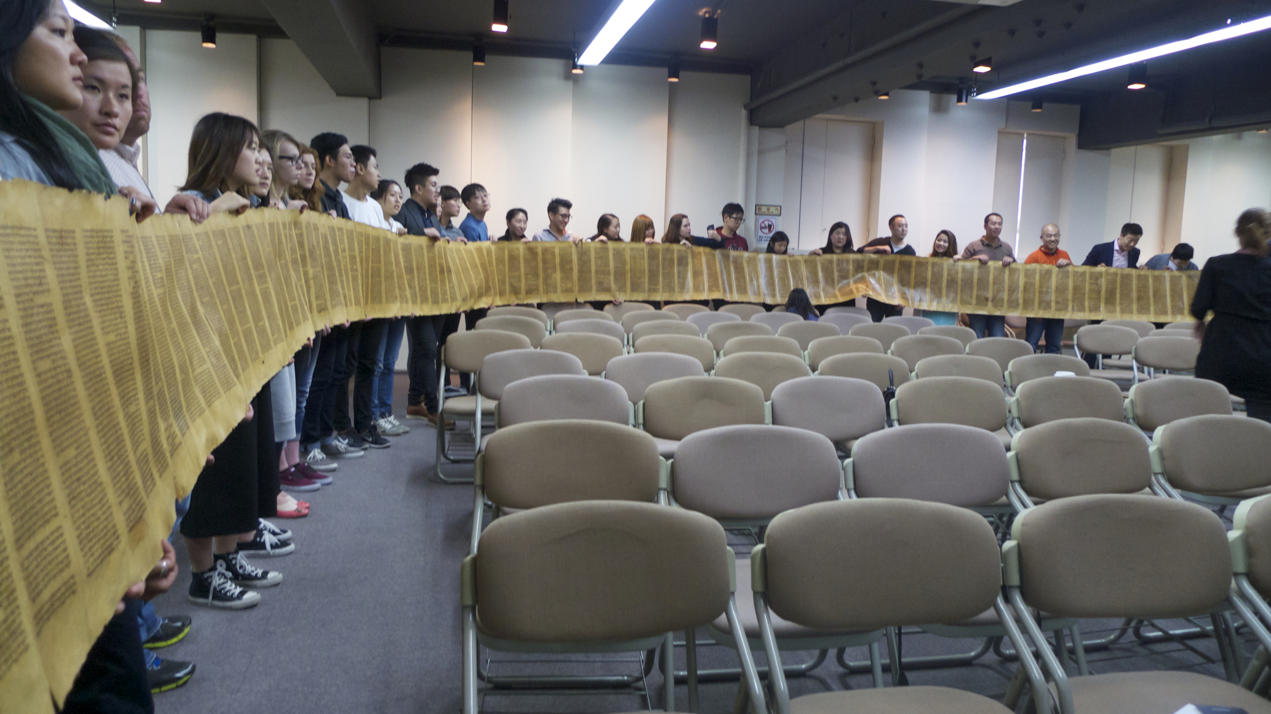 The audience participated in holding the entirety of the Torah scroll