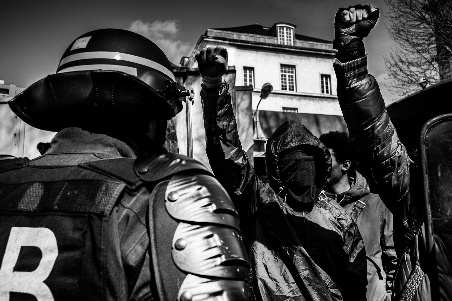 In defiance towards the police's orders to disperse, two protesters raised their fist up signalling their refusal to move.