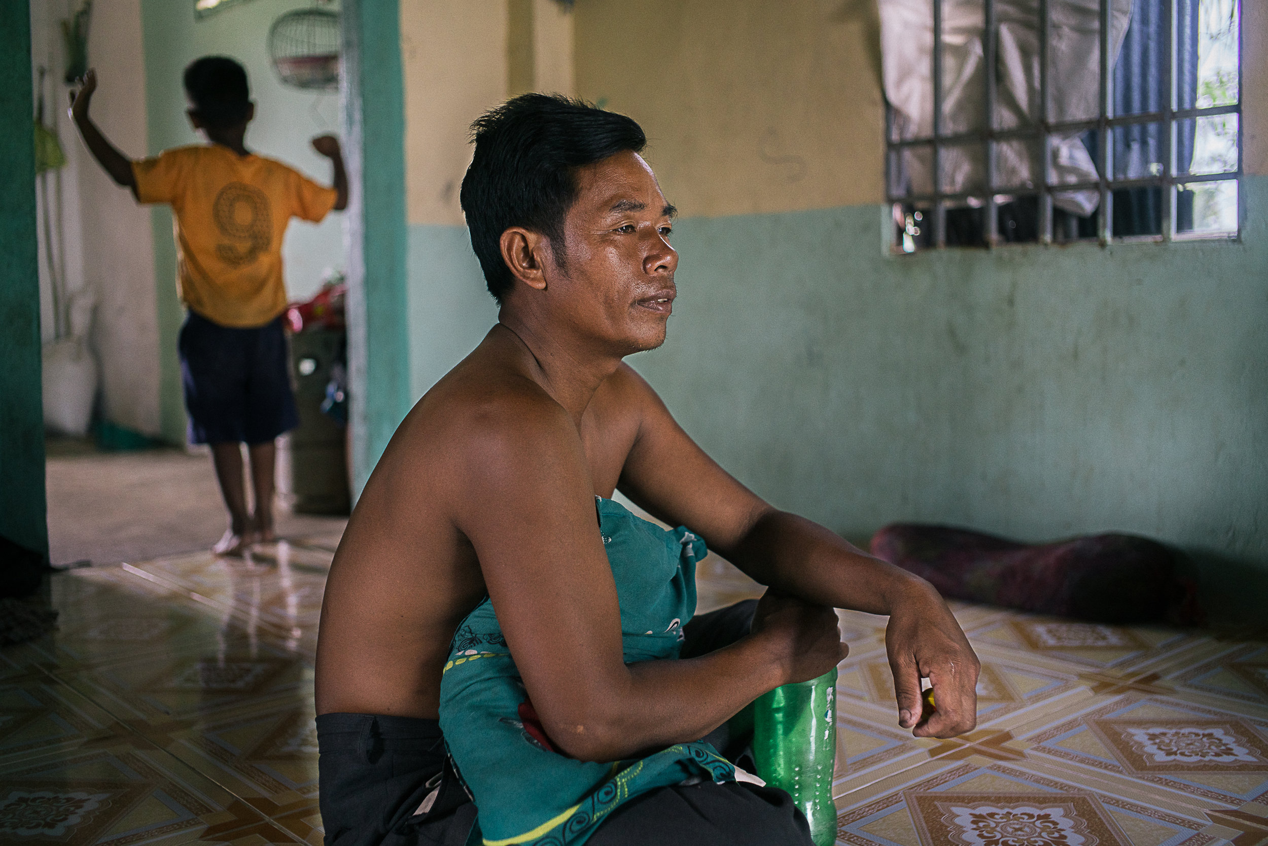 Fisherman Tet Kun, 46, is experiencing severe chest pains in the past several months but with his only source of income affected by the changed river morphology, he is worried that he could not afford the hospital bills. He is now resorting to only cheaper and less effective traditional pain killers.