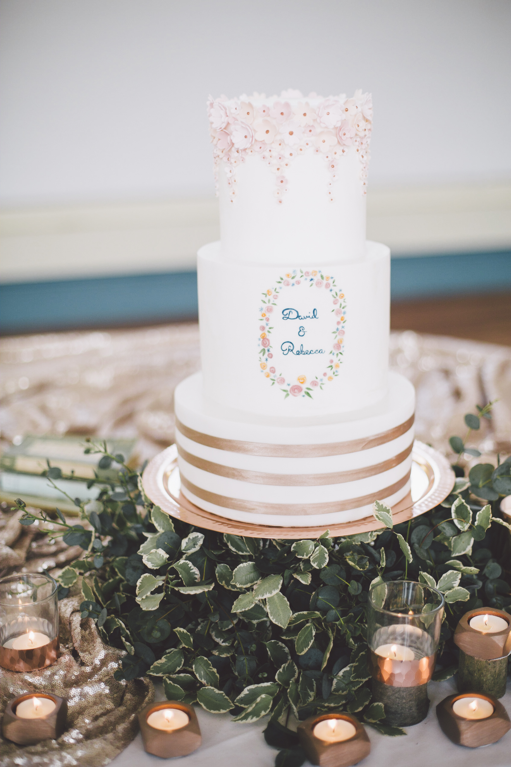 Cake by  Edible Essence . Photo by  Grace Elizabeth Photography
