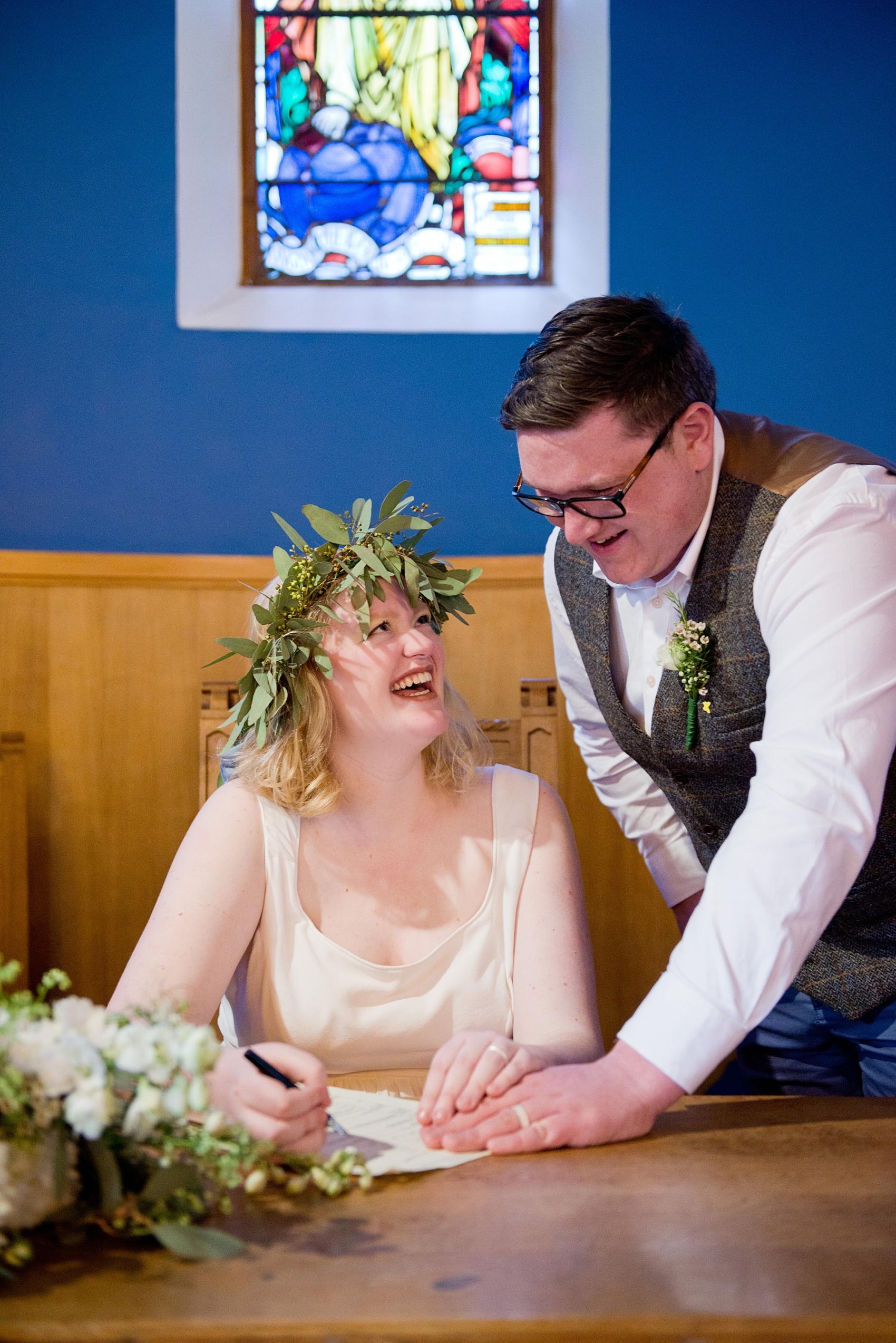 25-Pregnant-bride-her-Scottish-Highlands-wedding.jpg